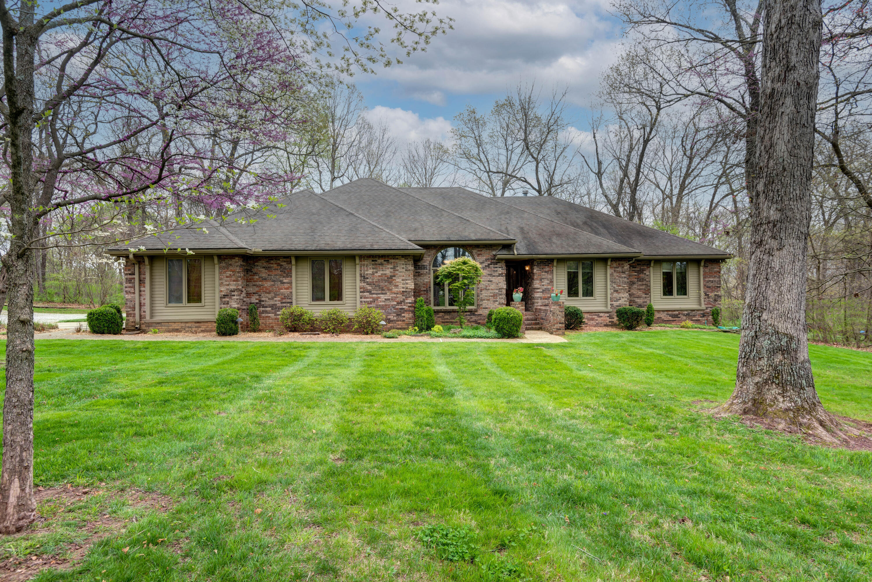 1788 Monet Road Nixa, MO 65714