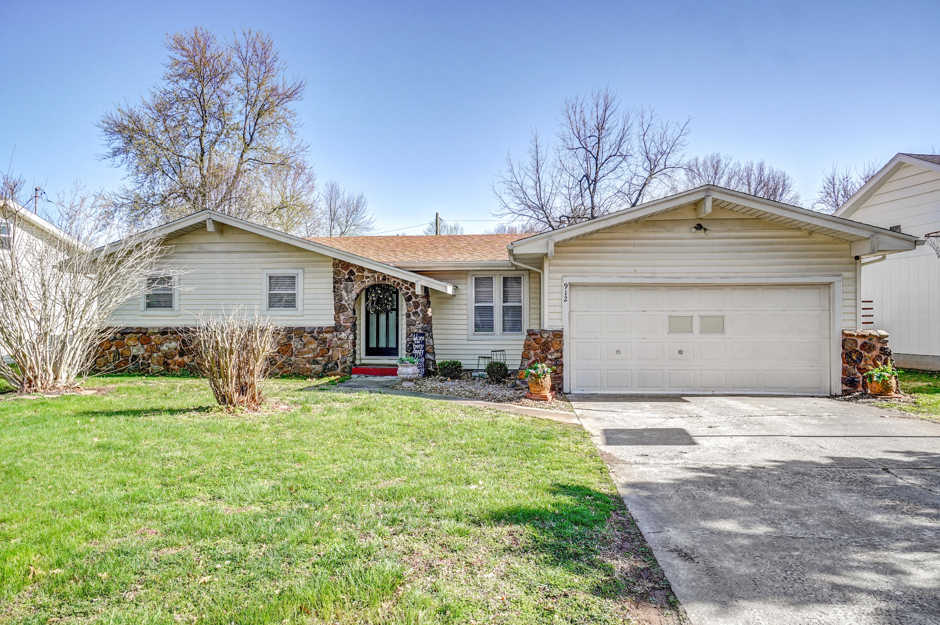 912 East Cambridge Street Springfield, MO 65807