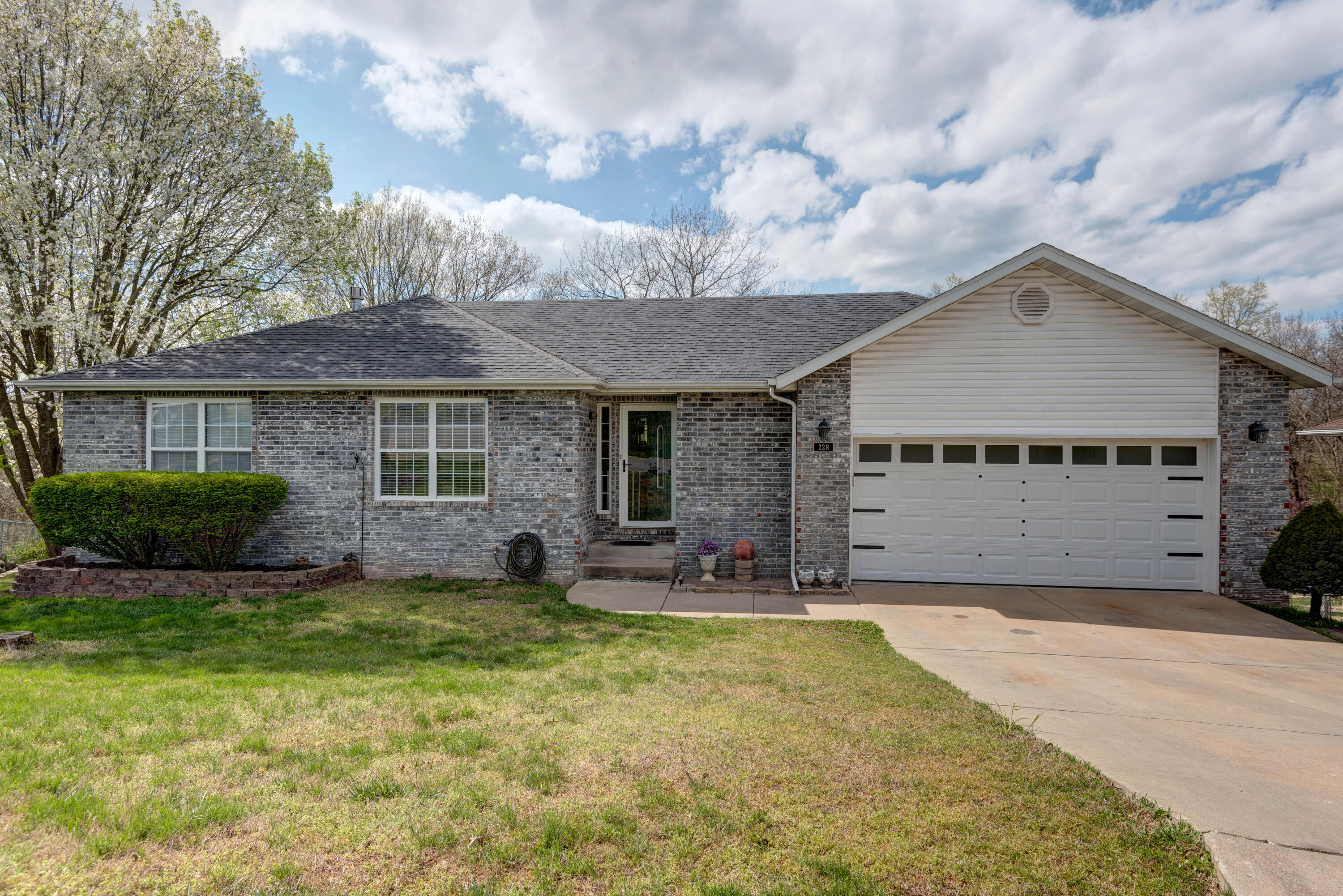 228 Shady Acres Circle Nixa, MO 65714