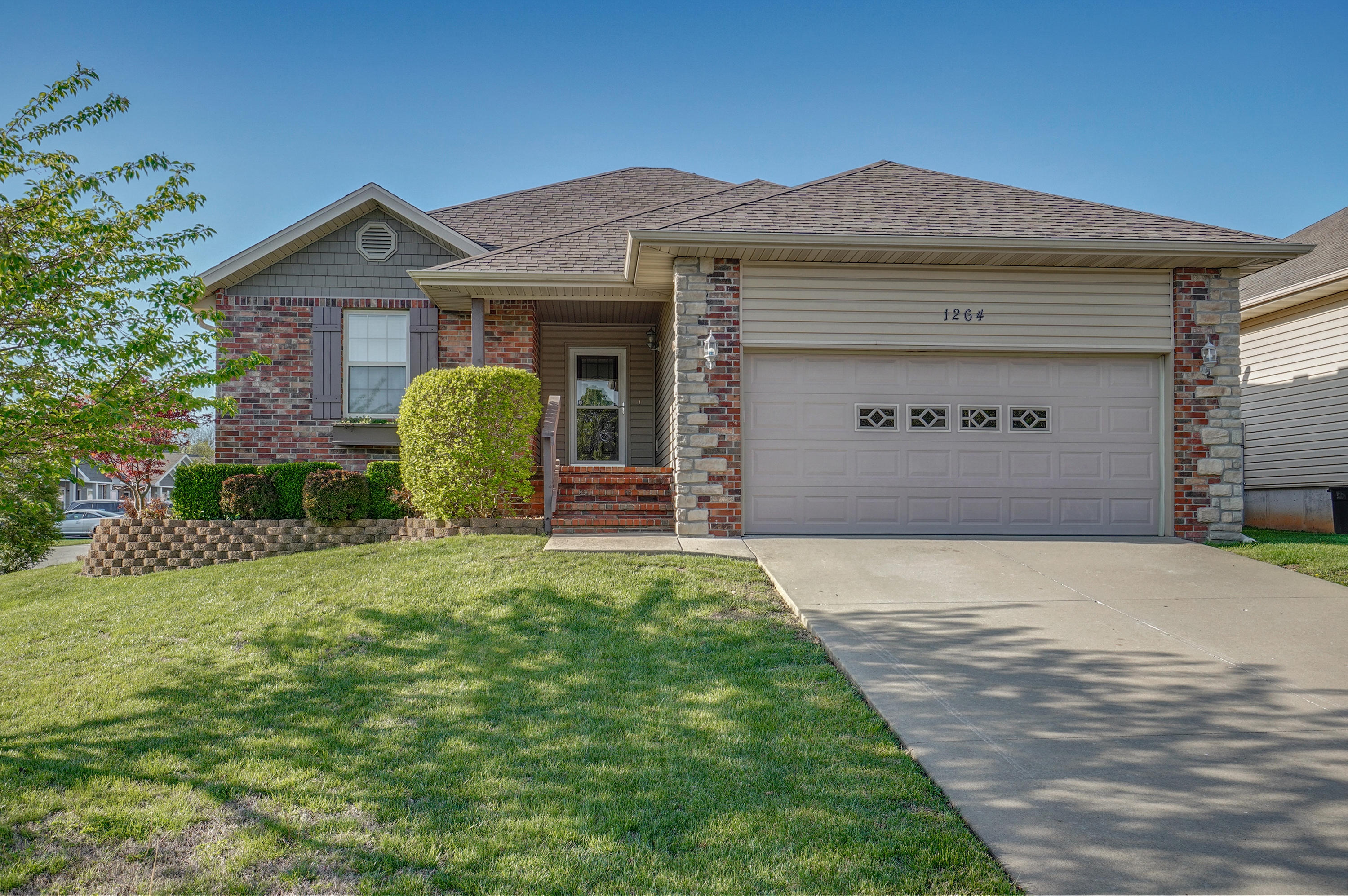 1264 East McClernon Street Springfield, MO 65803