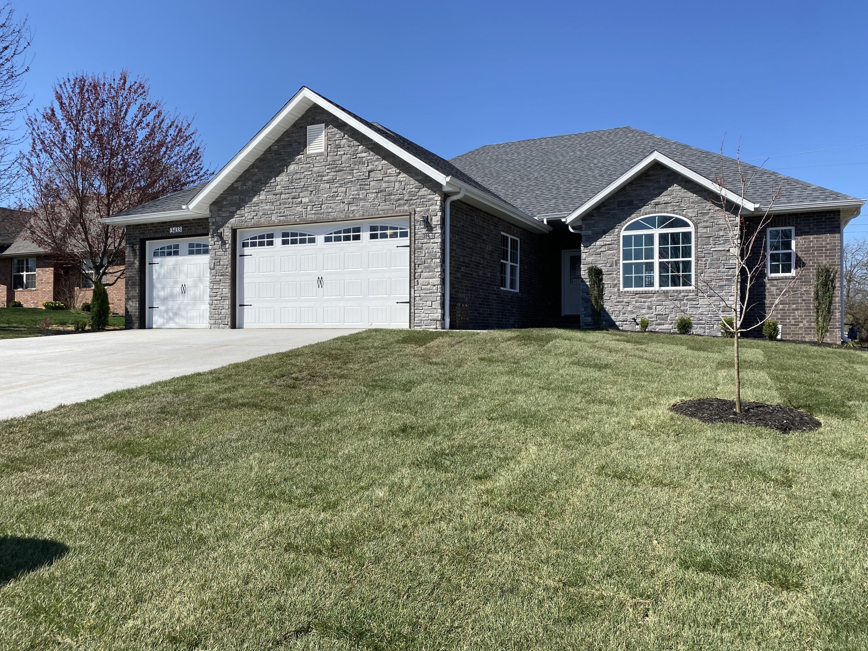 3433 West Sayer Drive Springfield, MO 65803