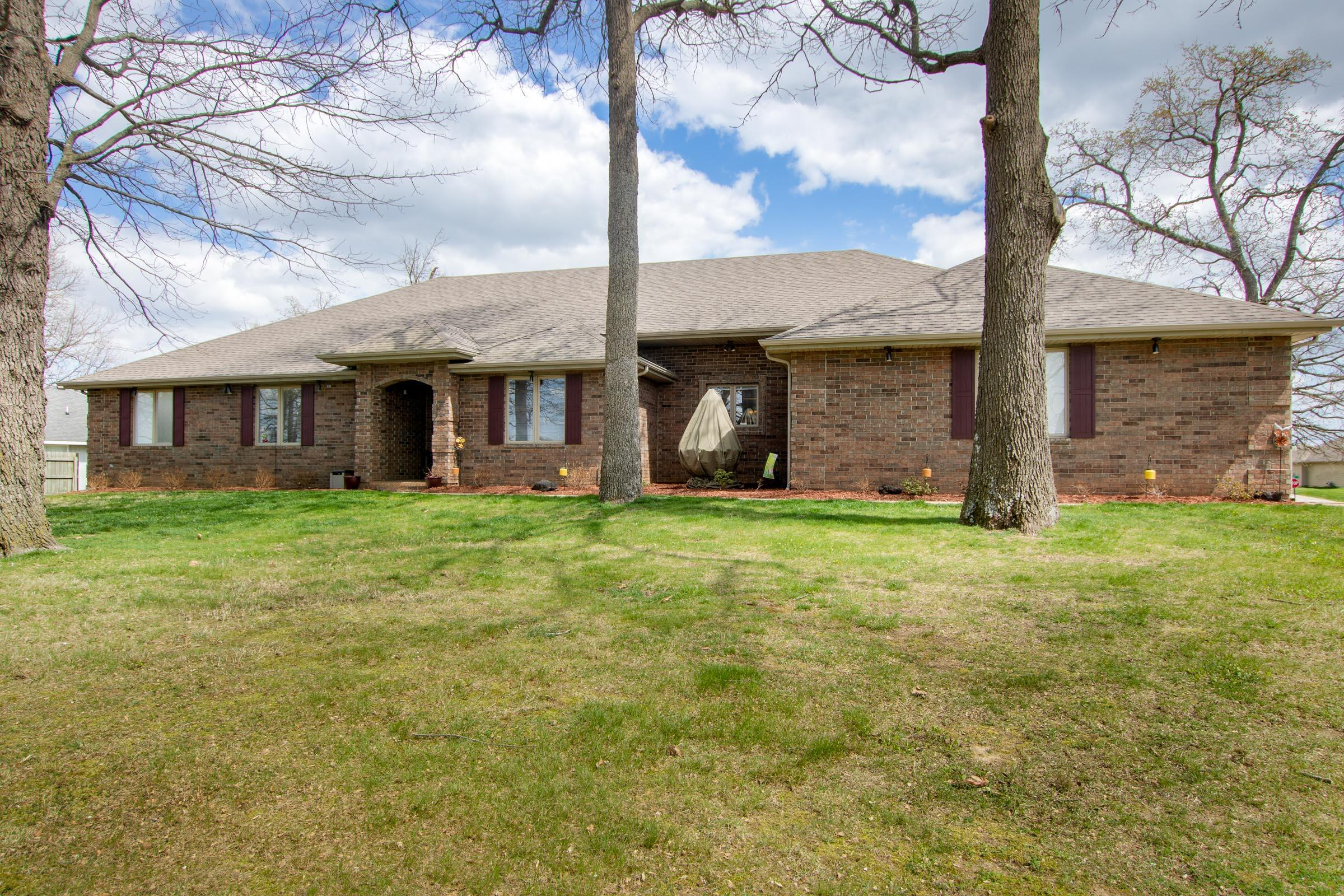 392 South Gregg Road Nixa, MO 65714