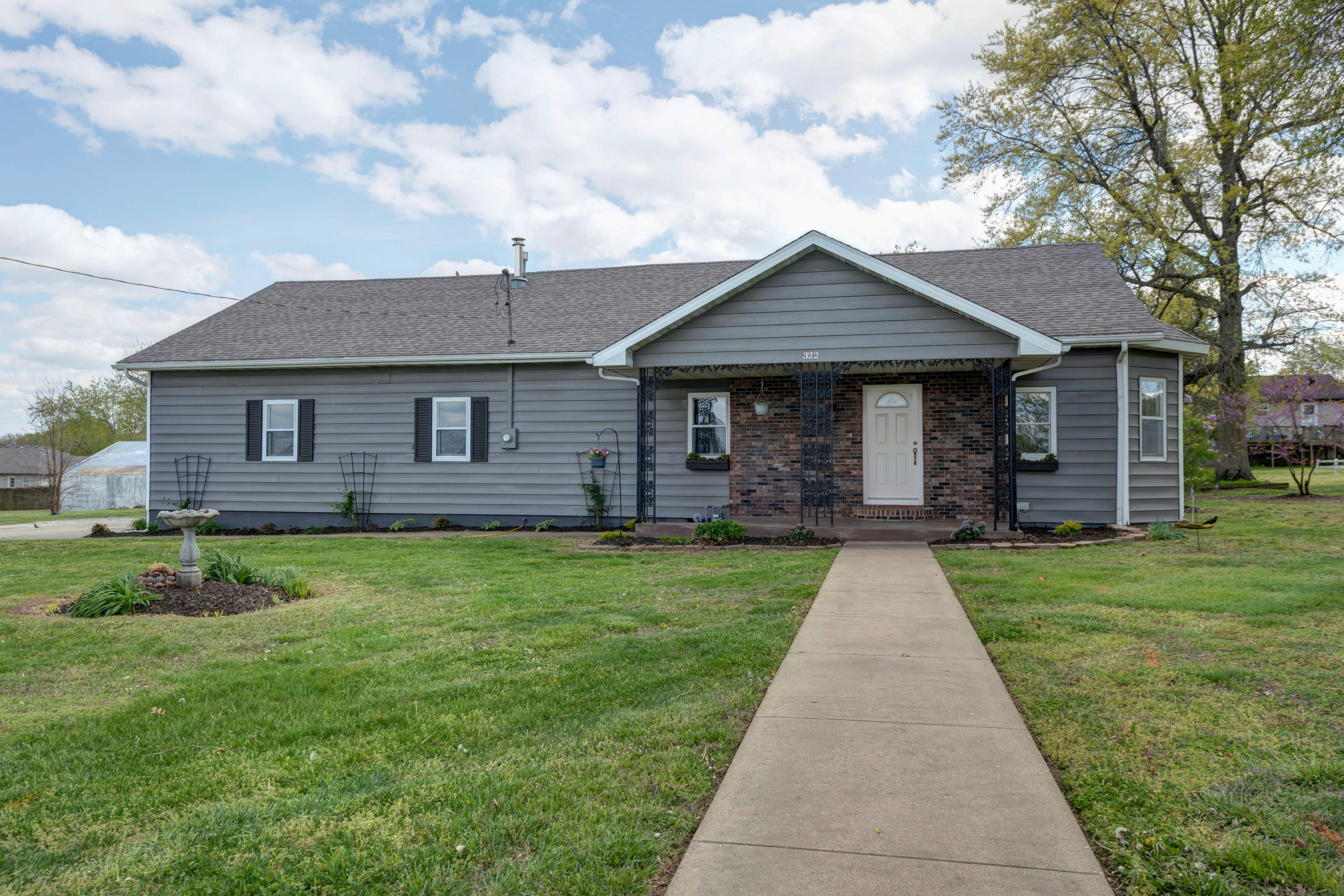 322 Drive Street Clever, MO 65631