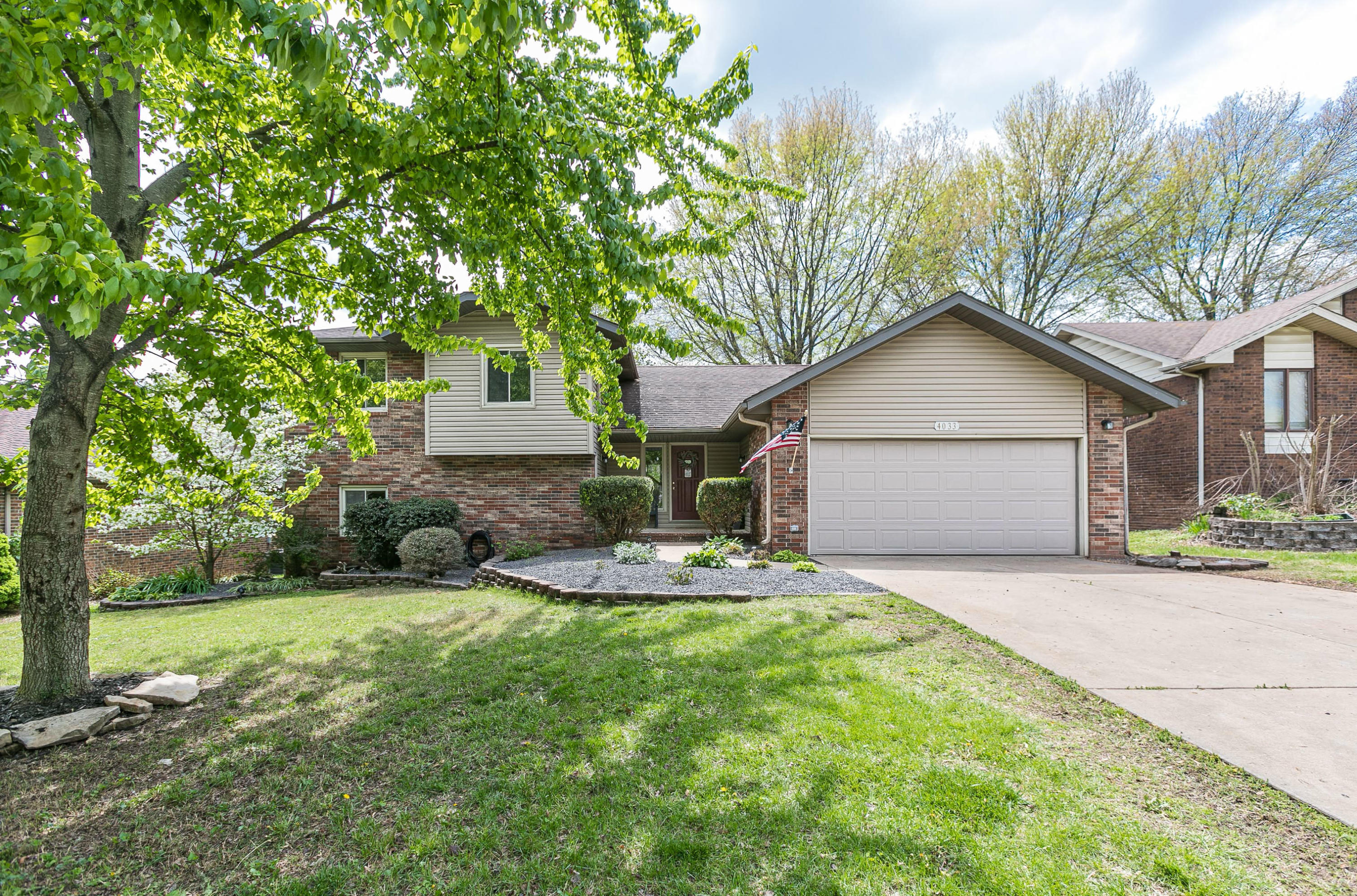 4033 South Belvedere Court Springfield, MO 65807