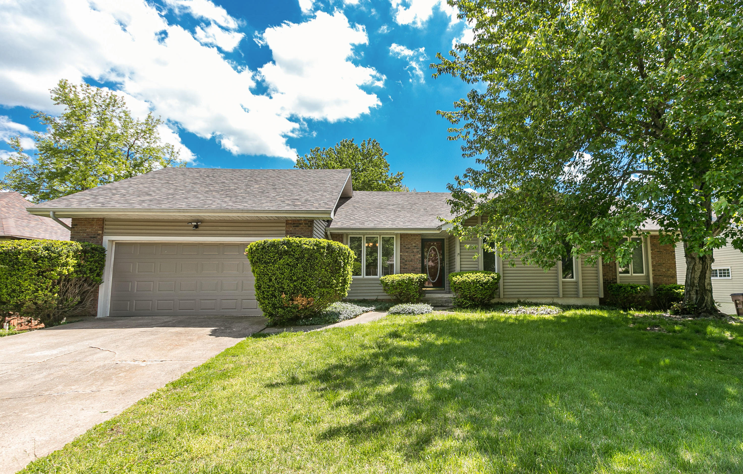 816 East Manchester Drive Springfield, MO 65810