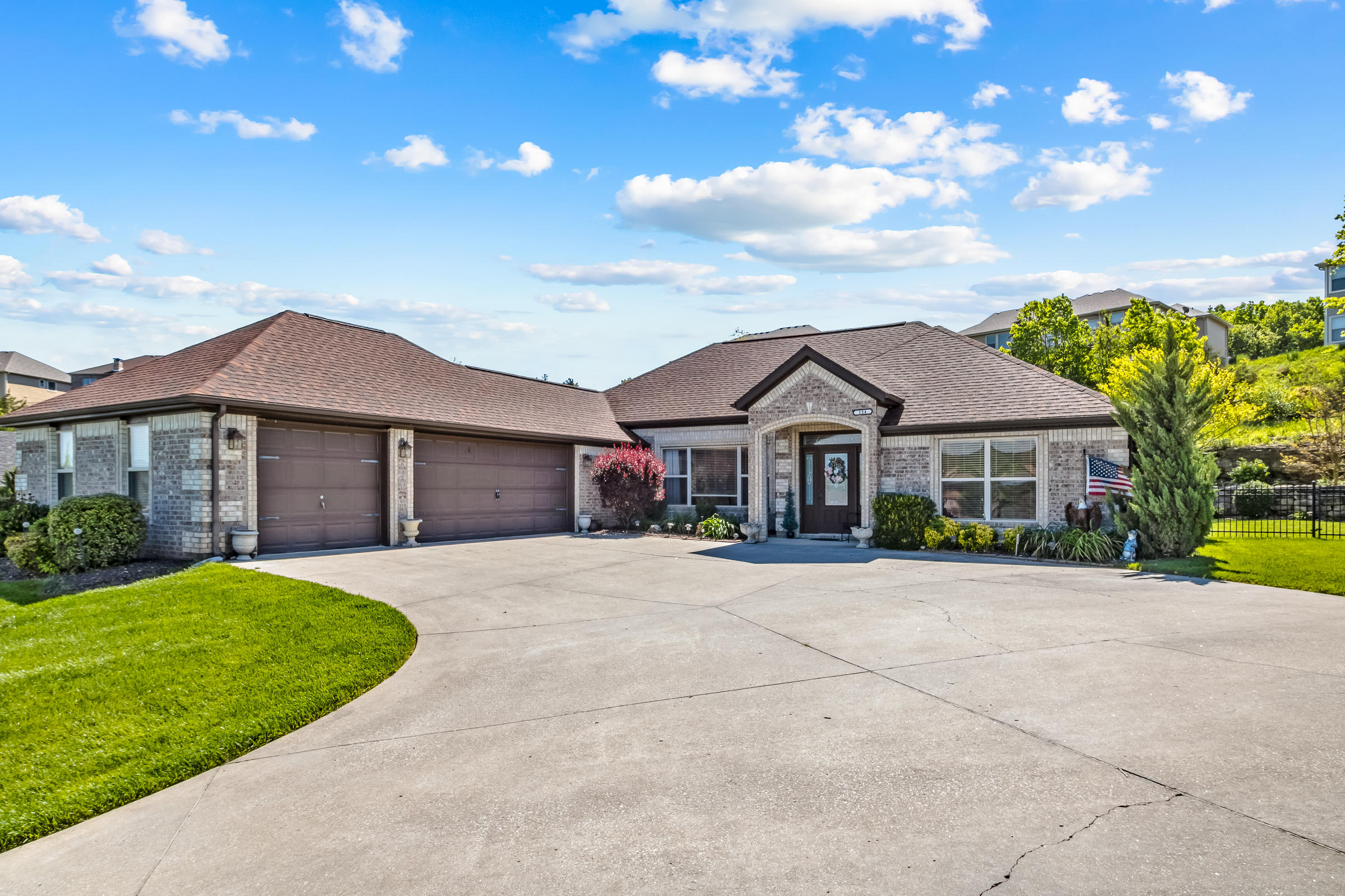 124 Stoney Pointe Drive Hollister, MO 65672