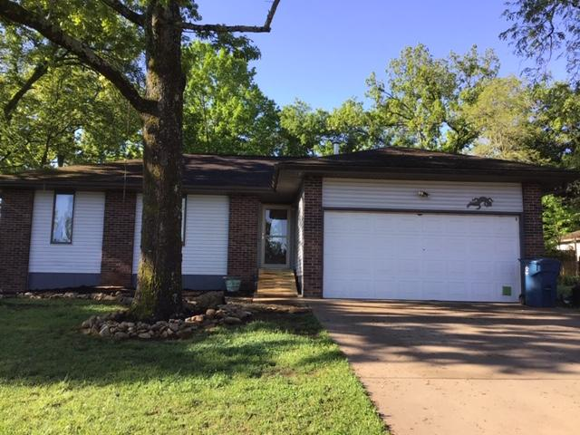 725 Parkview Dr Hollister, MO 65672