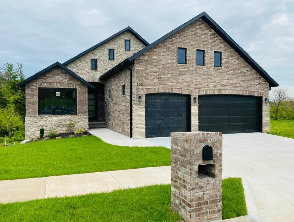 302 South Hickory Hills Blvd Springfield, MO 65802