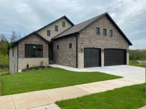 302 South Hickory Hills Blvd, Springfield, MO 65802