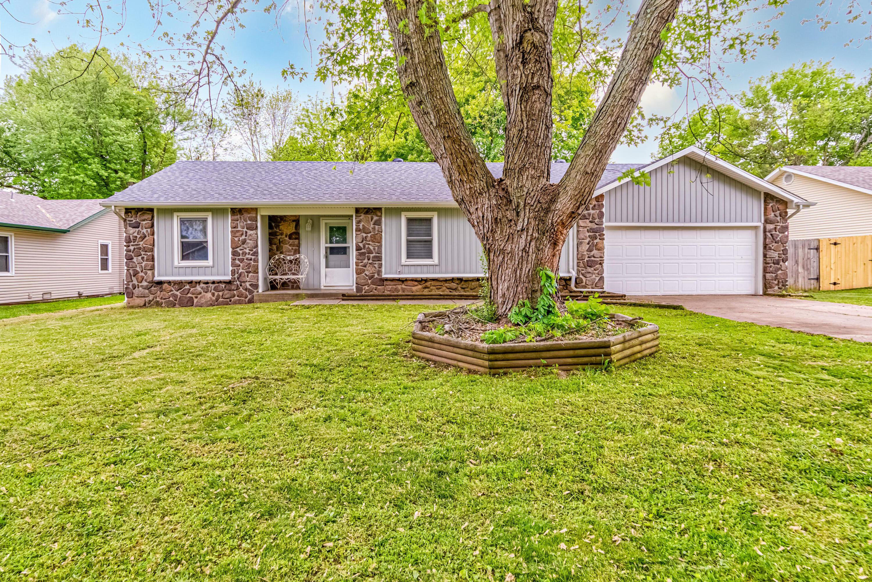 1052 East Oak Tree Lane Springfield, MO 65810