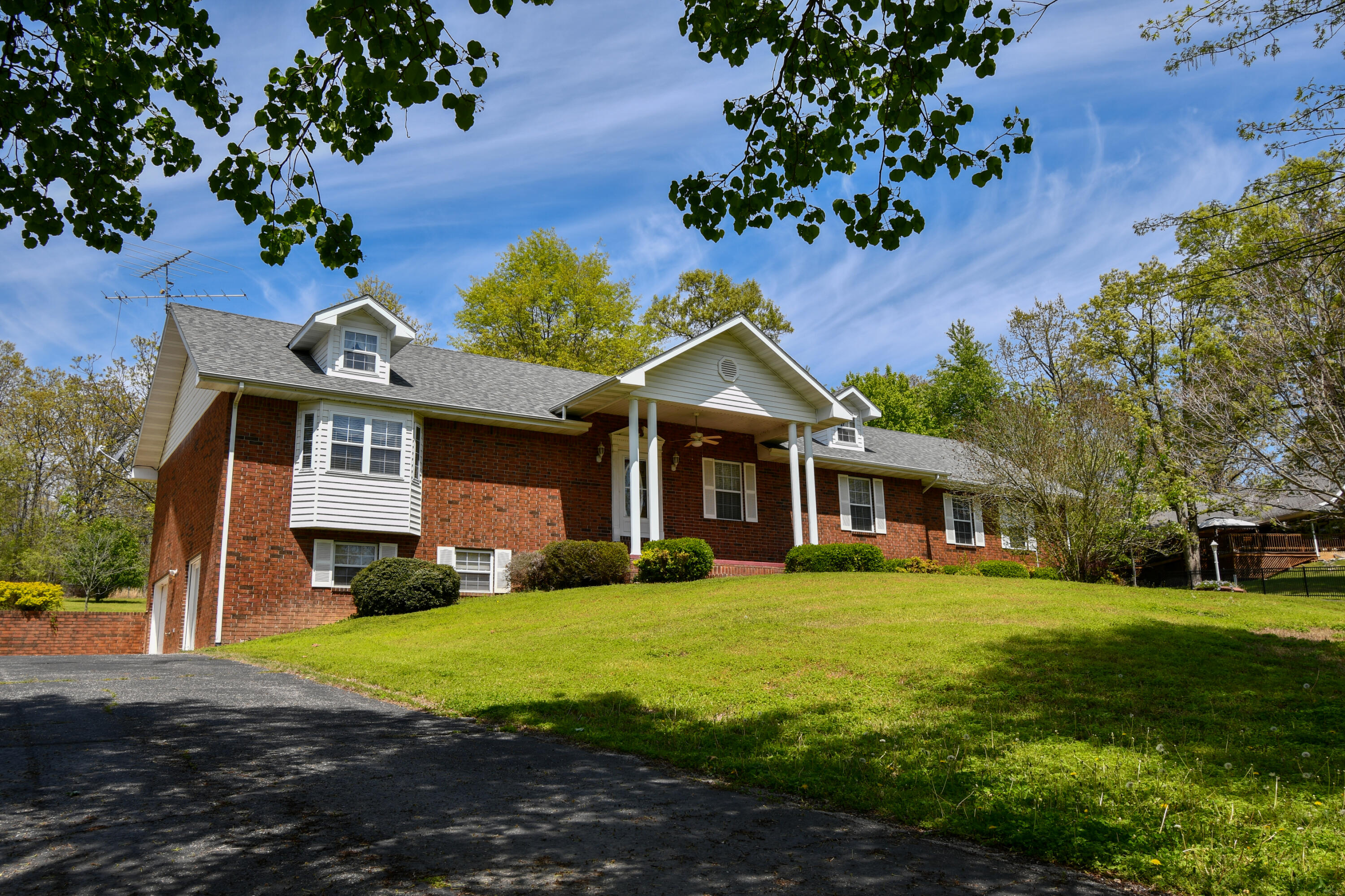 10727 County Road West Plains, MO 65775