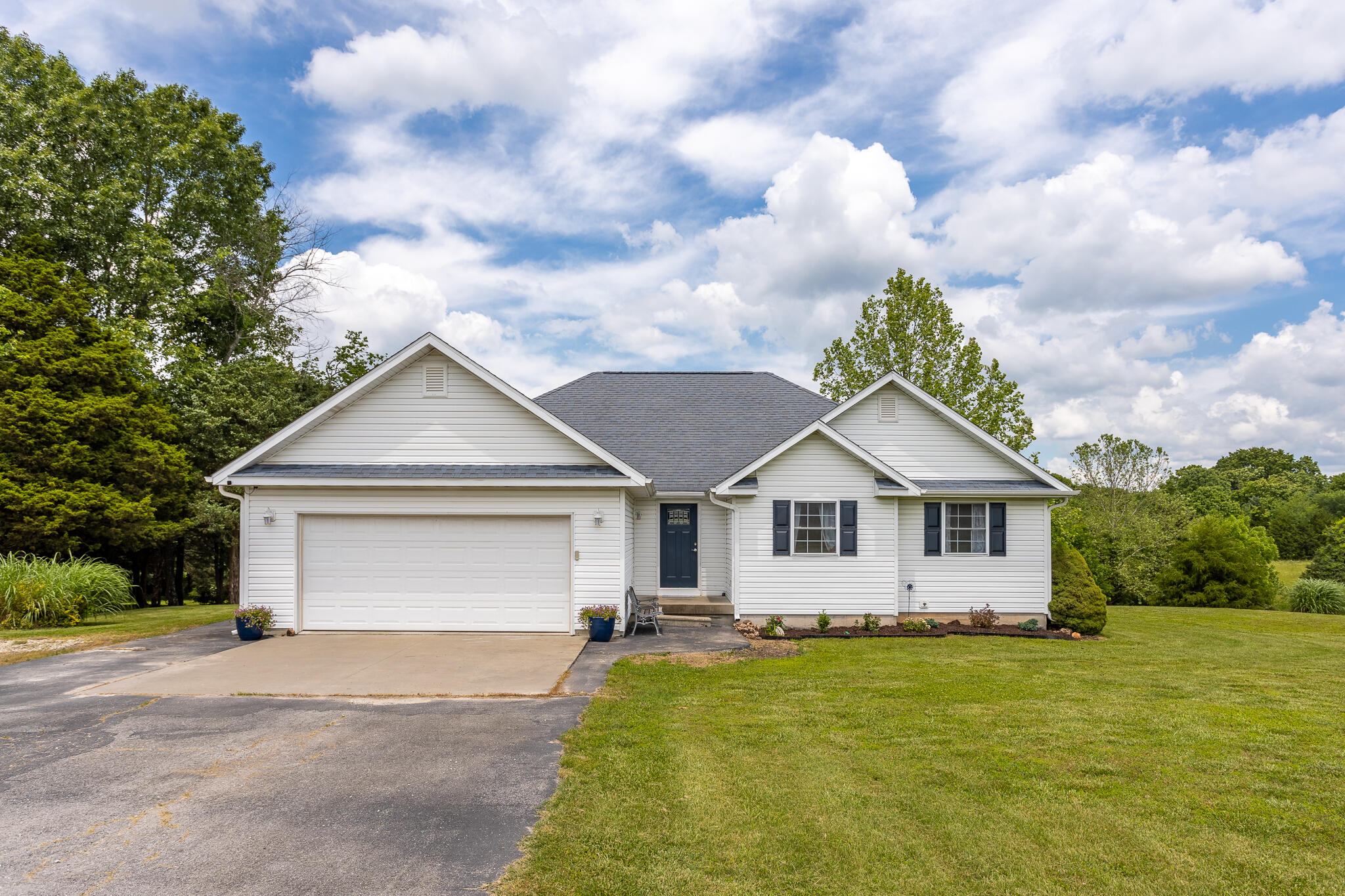 3337 South 35th Road Humansville, MO 65674