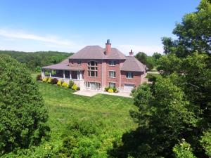 3365r40 County Road 3600, Willow Springs, MO 65793