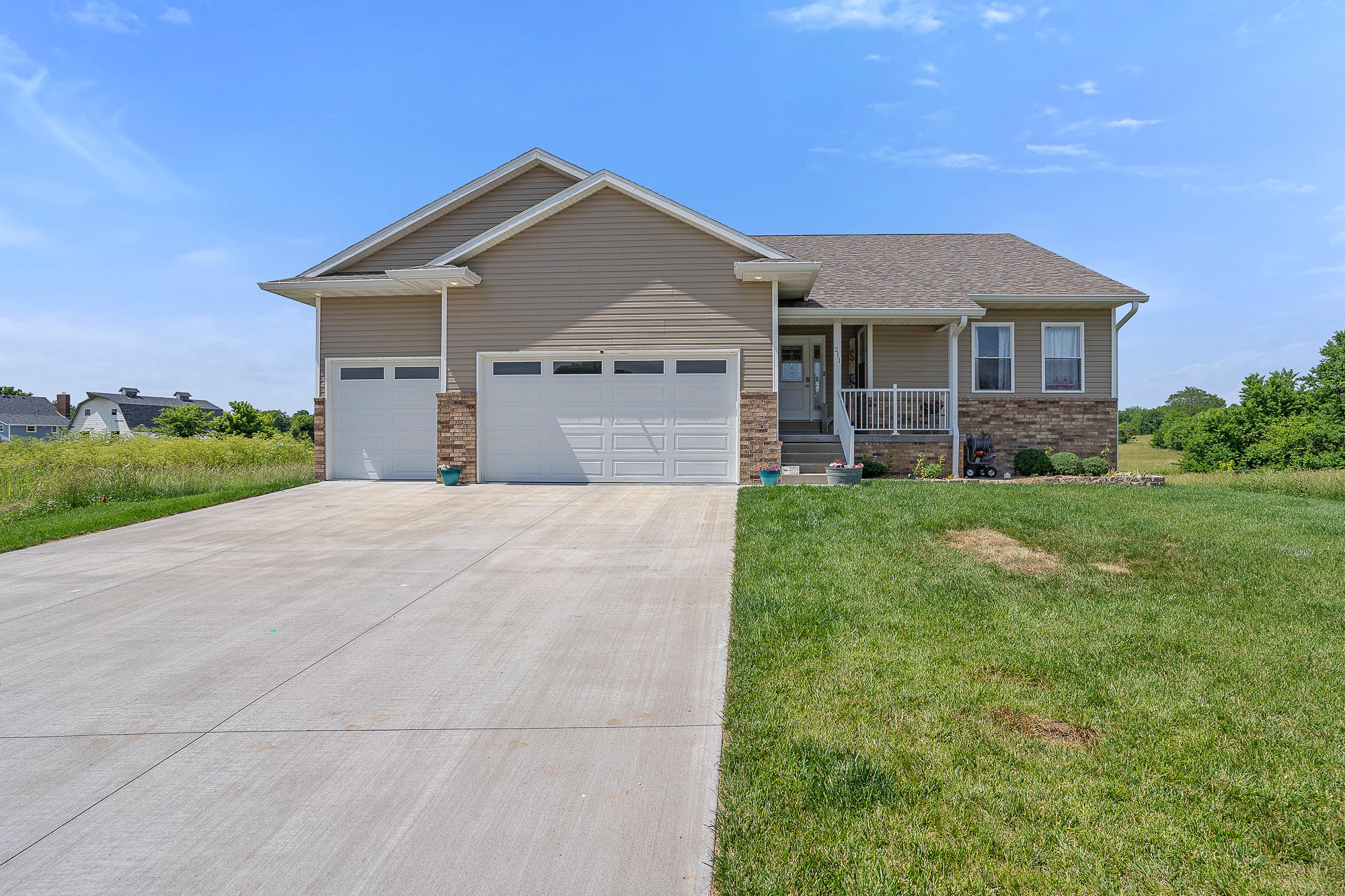 211 East Garnet Drive, Republic, Missouri 65738