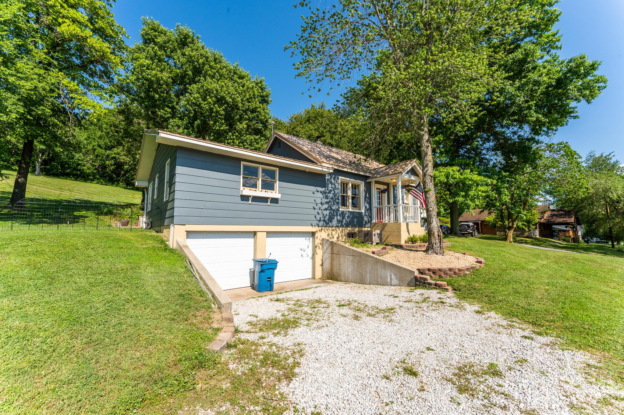 513 West Rose Avenue Crane, MO 65633