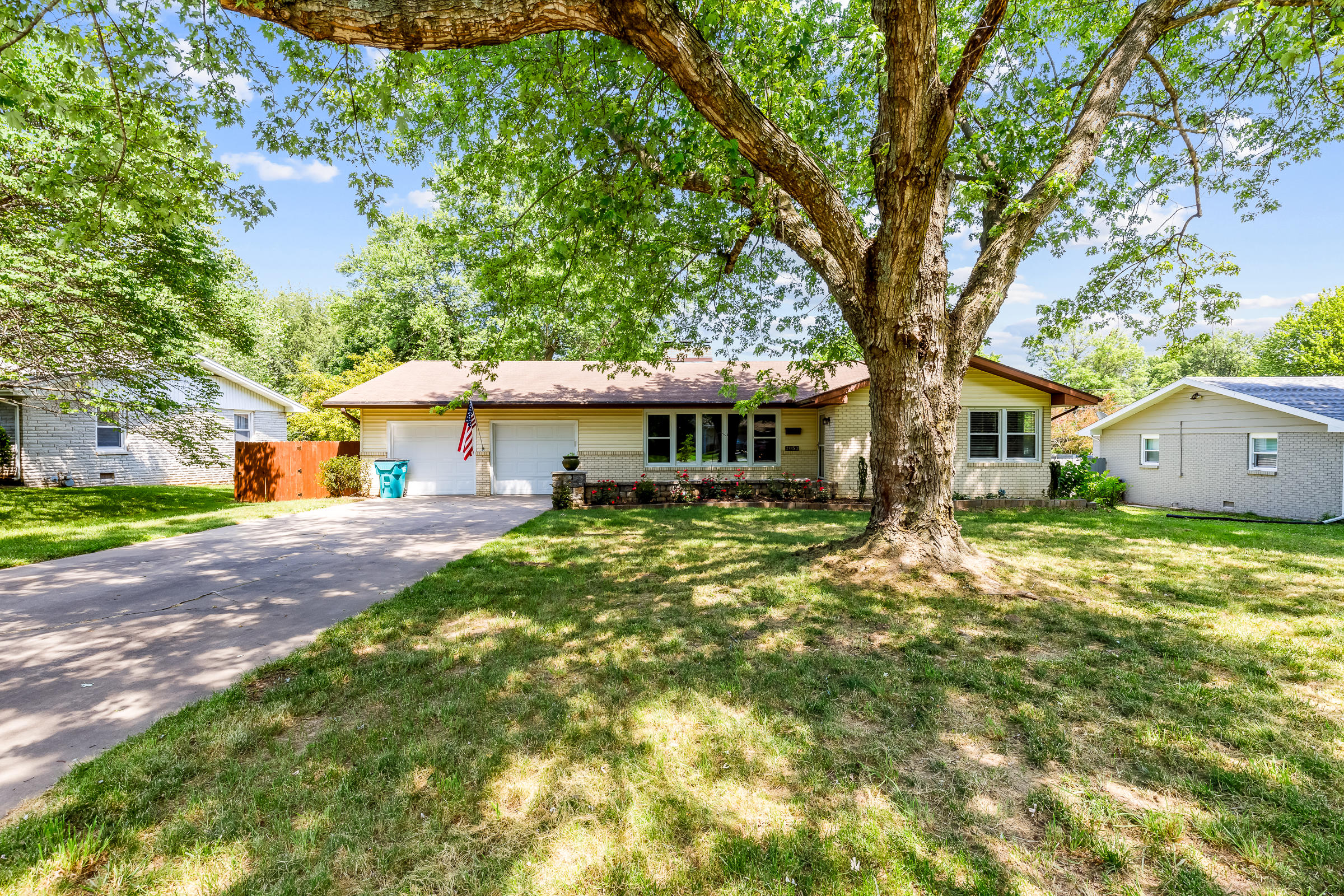 2052 South Meadowview Avenue Springfield, MO 65804