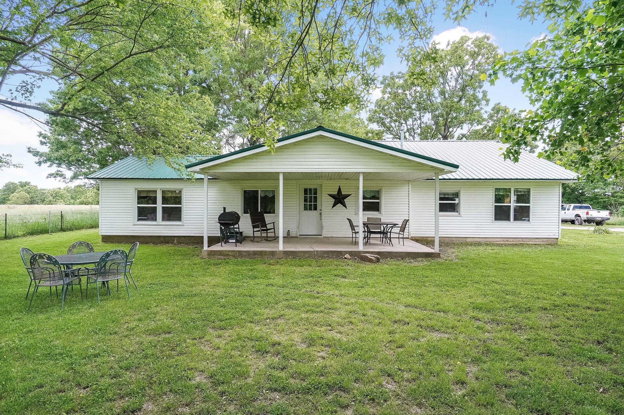 697 Farm Road Aurora, MO 65605