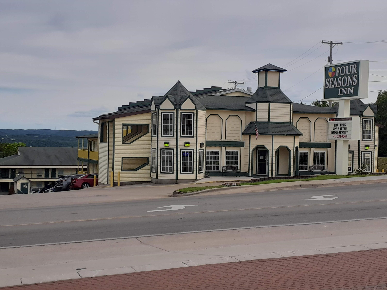 1360 W 76 Country Boulevard Branson, MO 65616