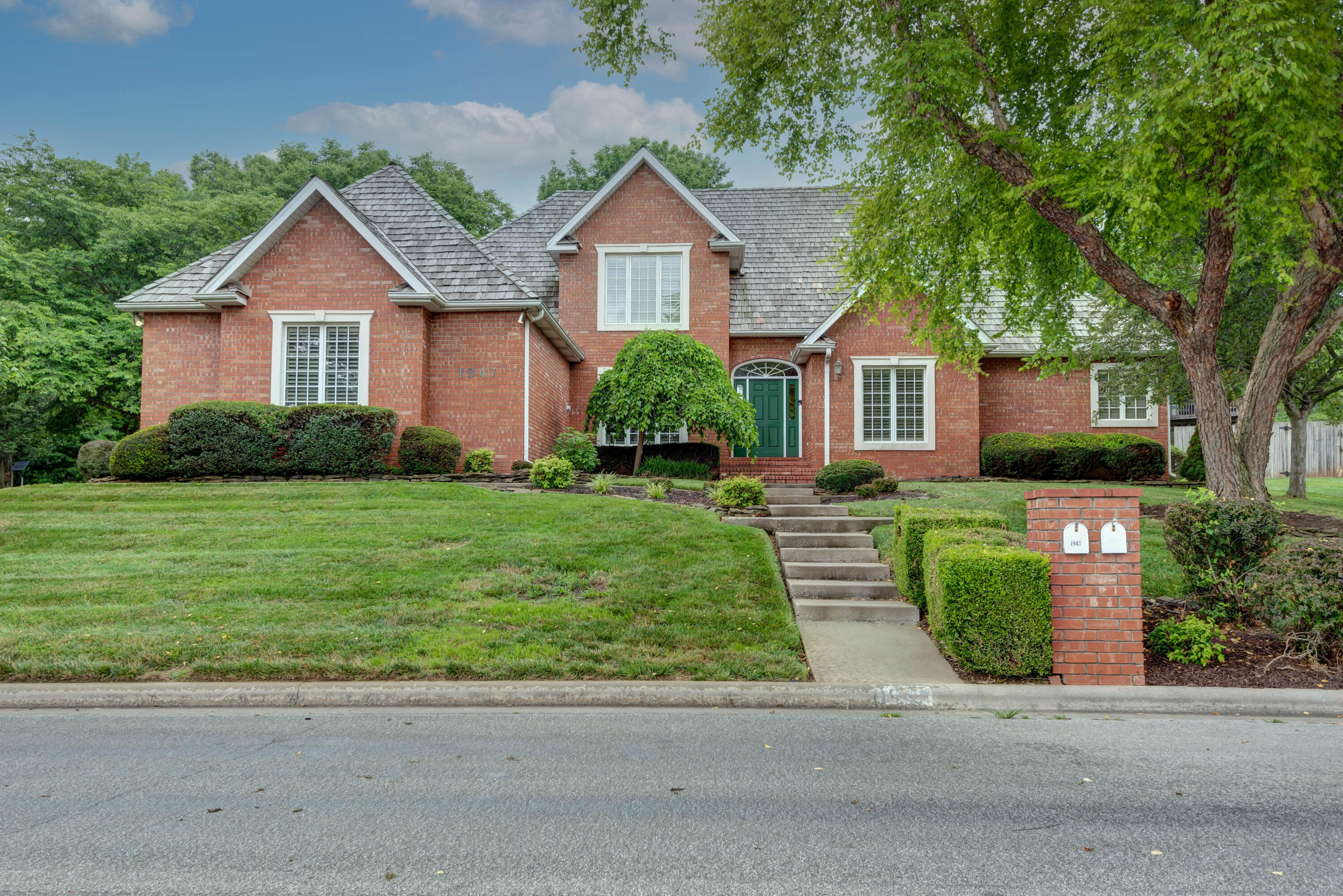1947 East Norshire Street Springfield, MO 65804