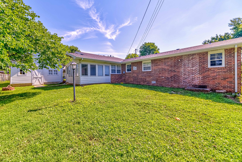 2231 South Oak Grove Avenue Springfield, MO 65804