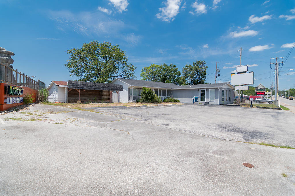 3620 West Country Boulevard Branson, MO 65616