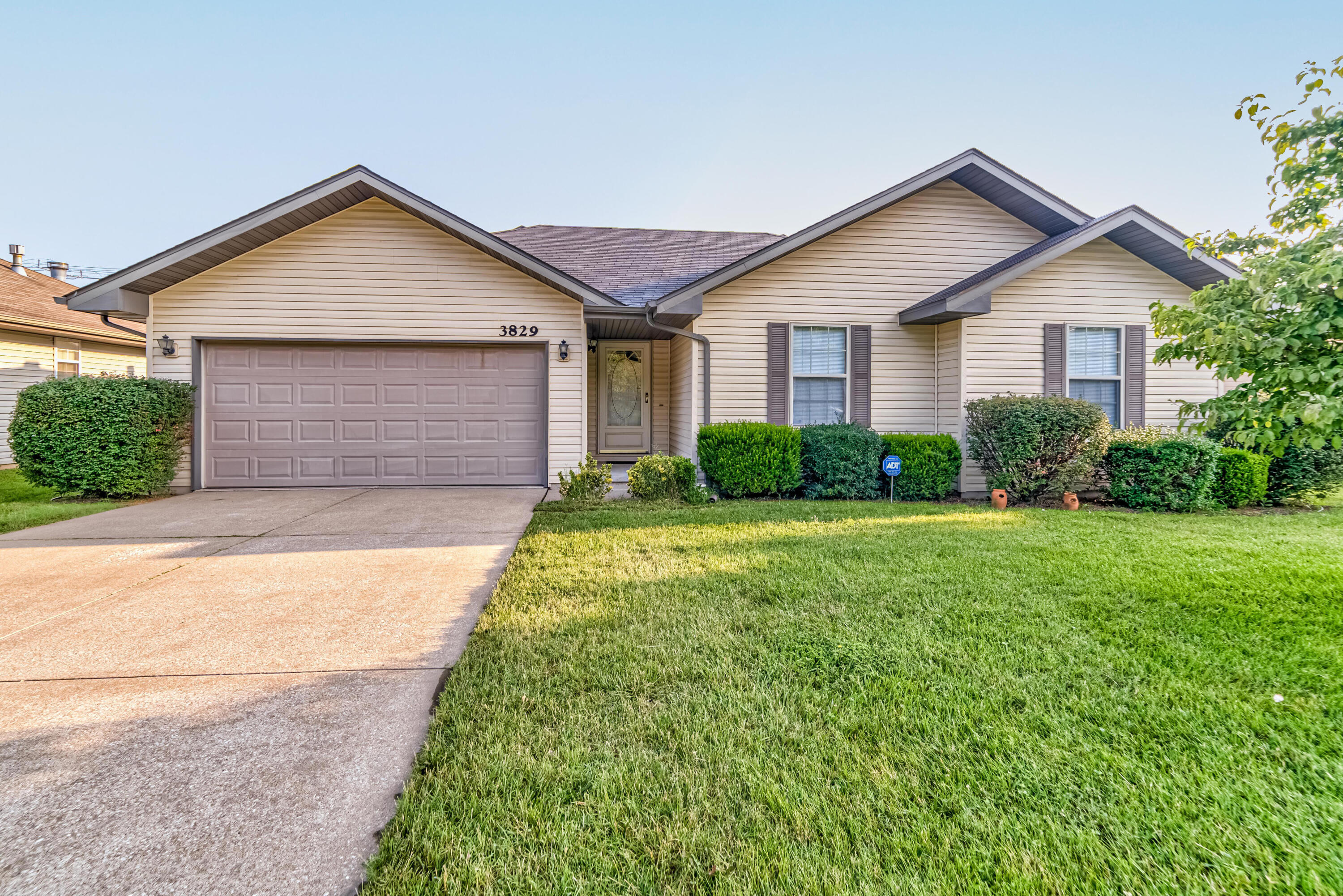 3829 West Hovey Street Springfield, MO 65803
