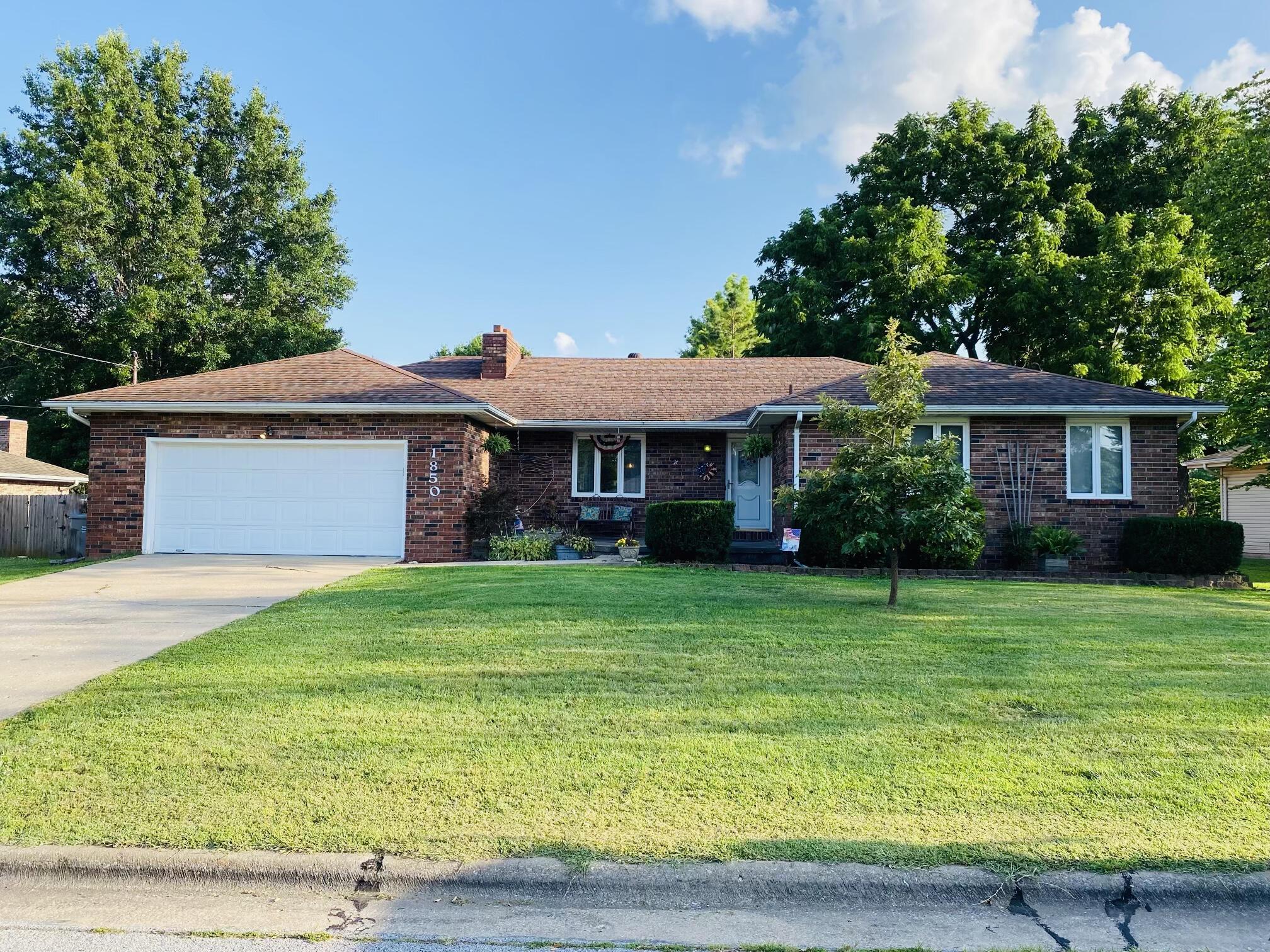 1850 East Wheatridge Drive Springfield, MO 65803