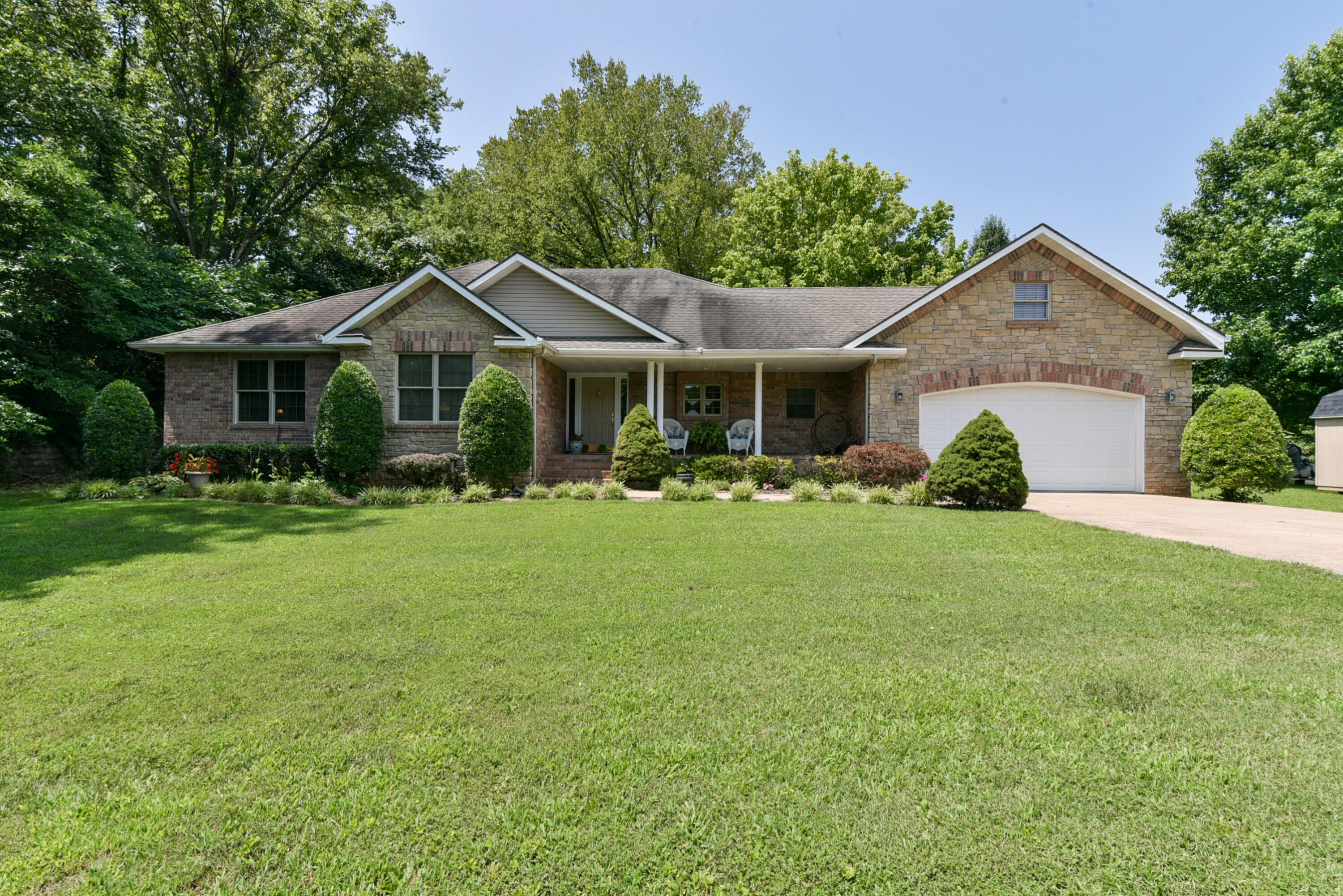 801 Wisconsin Road Hollister, MO 65672