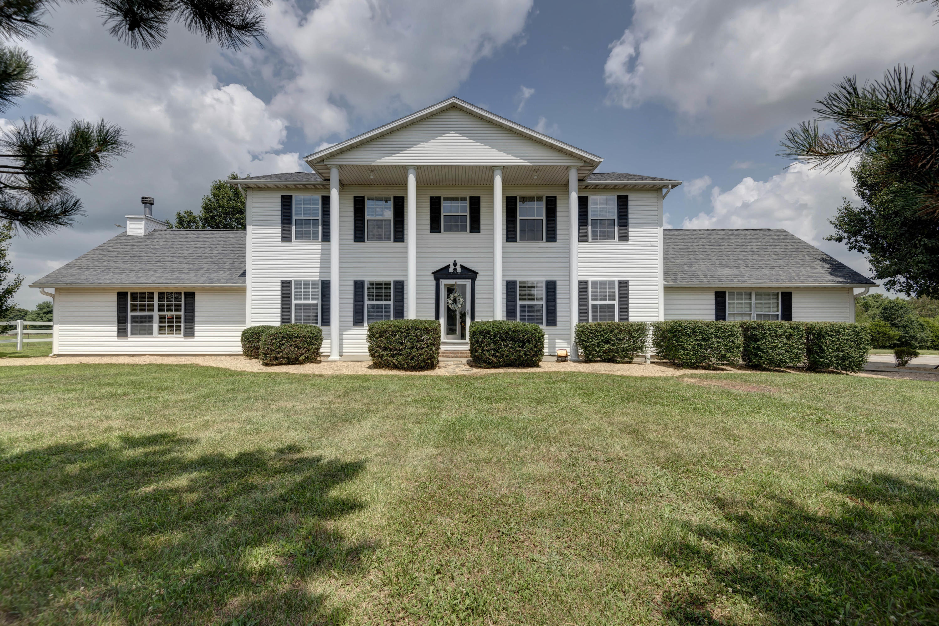 170 Country View Road Highlandville, MO 65669