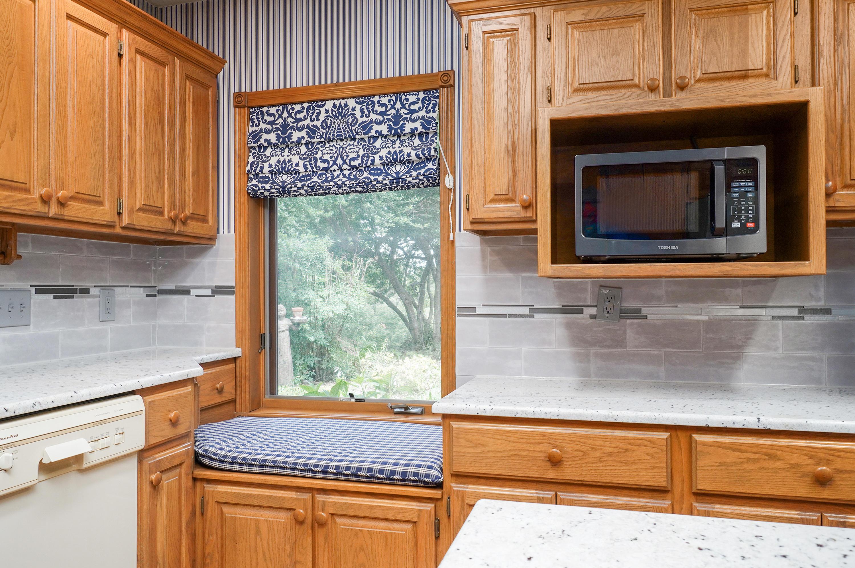 887 West Riverdale Drive Nixa, MO 65714