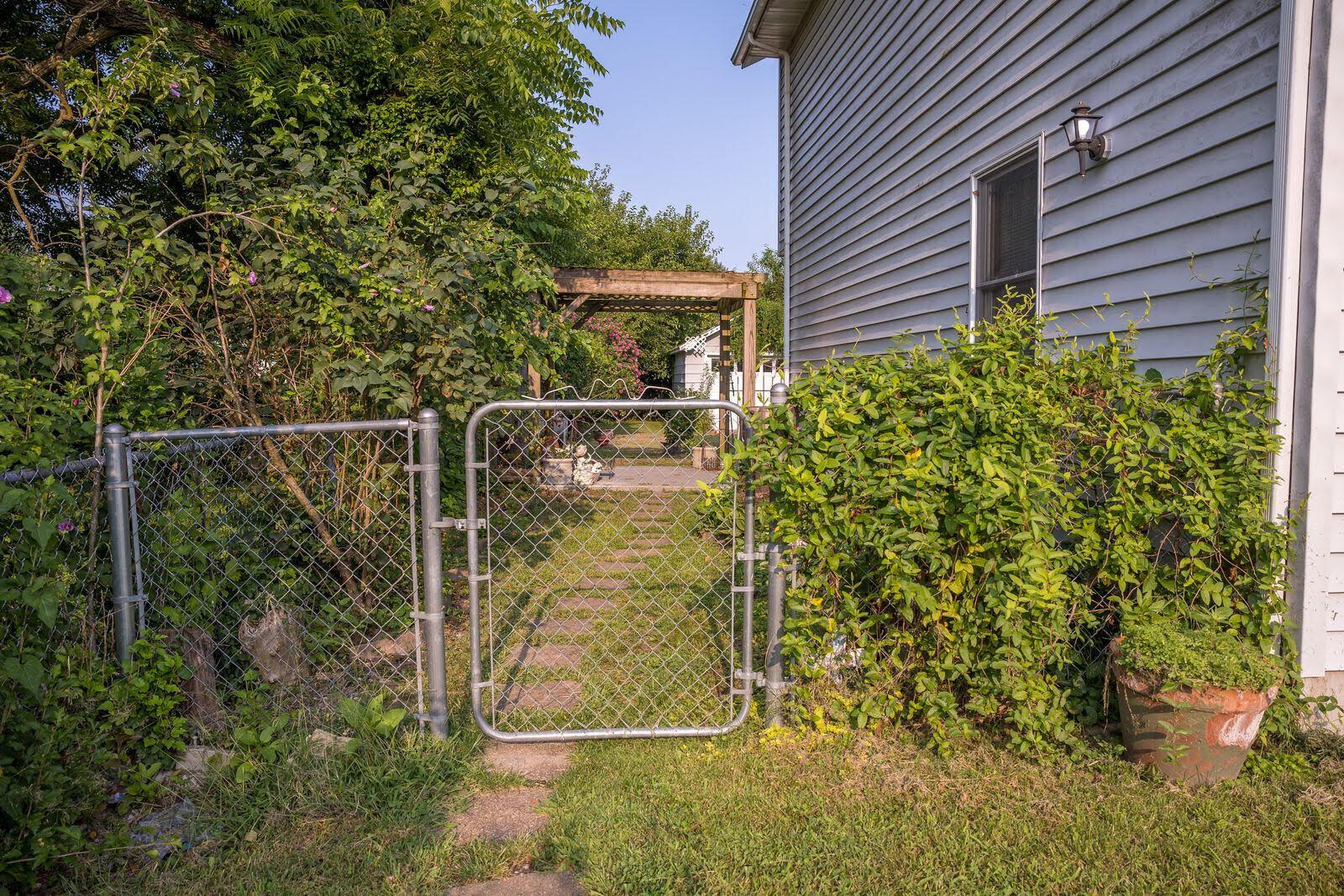 2216 North Weller Avenue Springfield, MO 65803