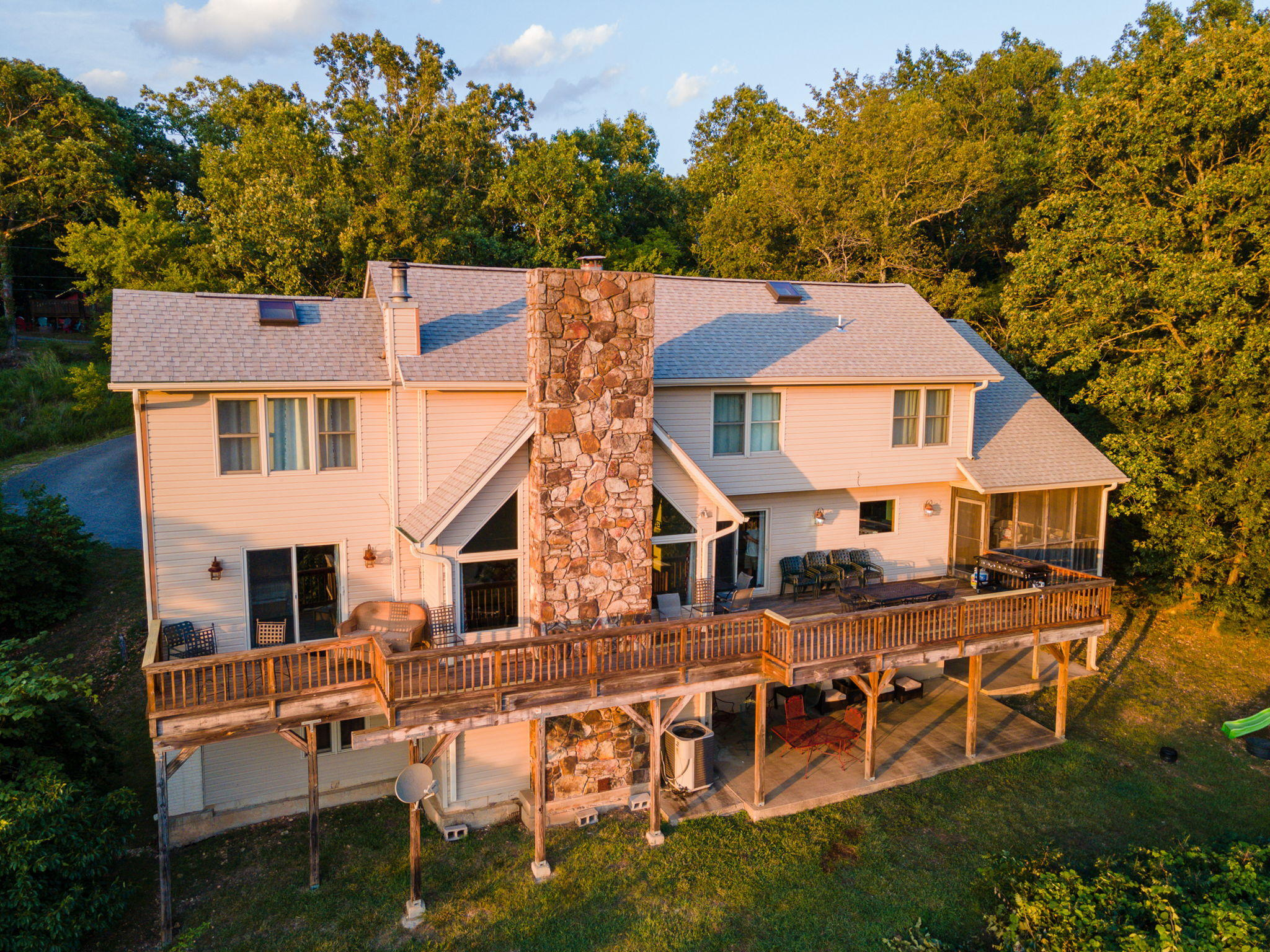 799 John the Diver Trail Indian Point, MO 65616