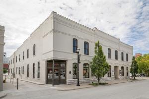 214 West Phelps Street, Springfield, MO 65806