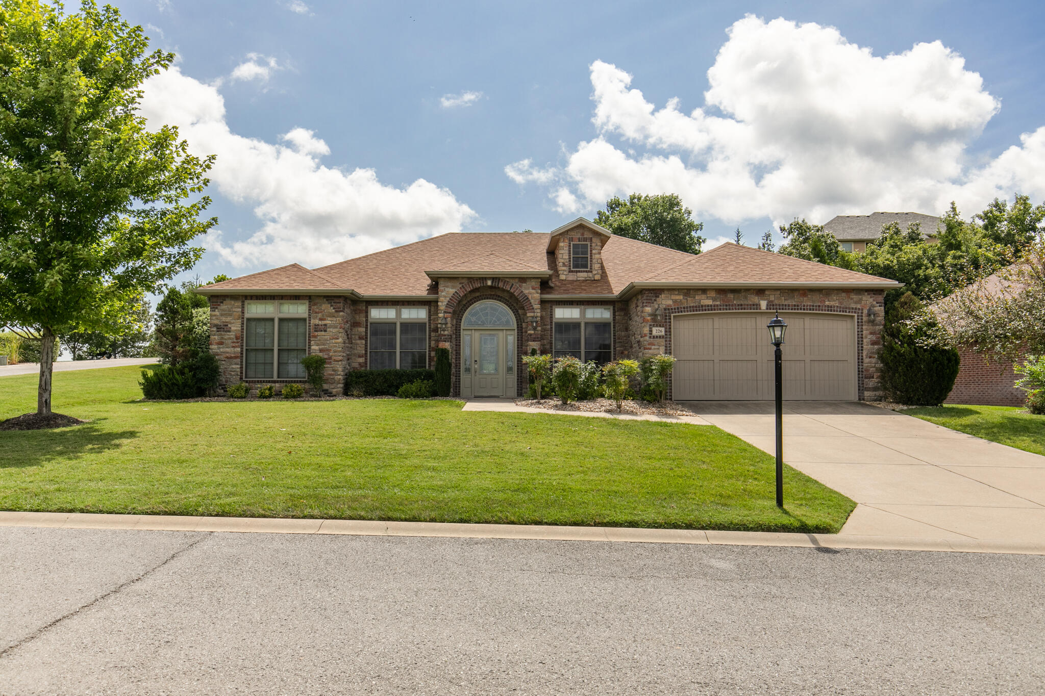226 Stoney Pointe Drive Hollister, MO 65672