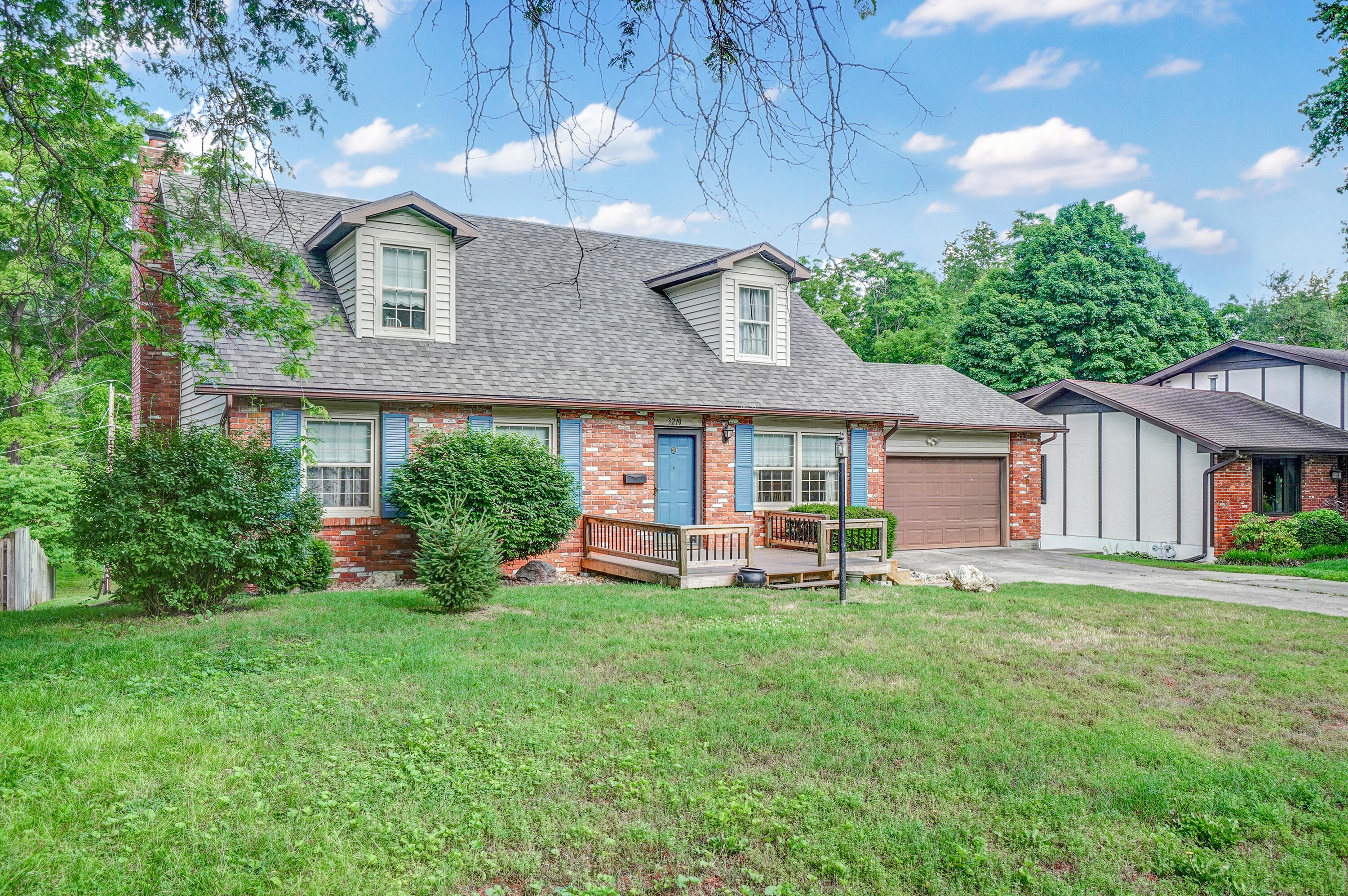 3210 South Valley View Avenue Springfield, MO 65804