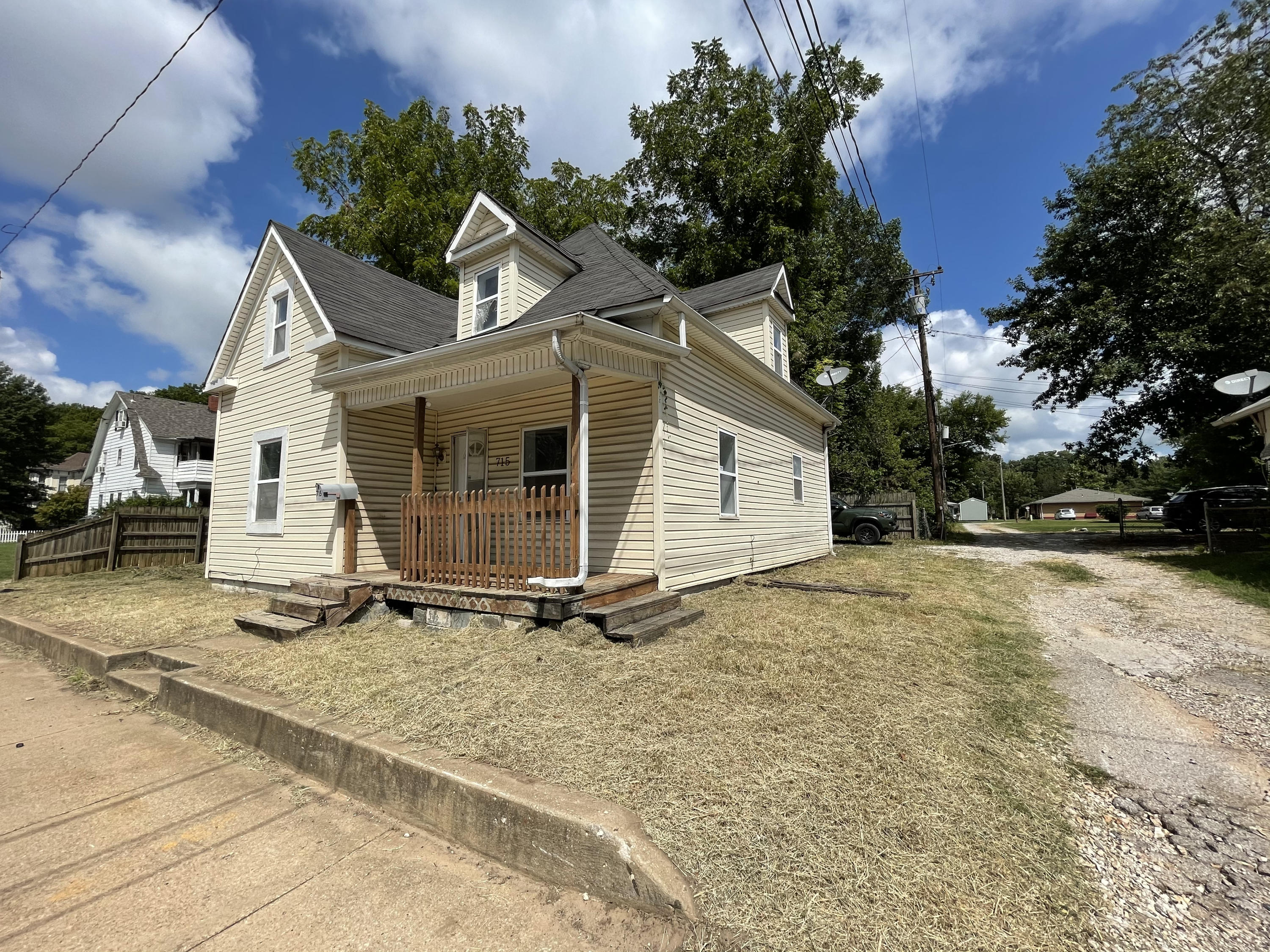 715 East Division Street Springfield, MO 65803