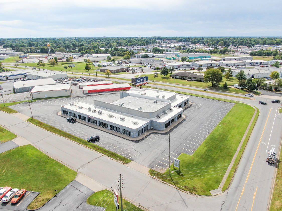 2025 East Chestnut Expressway Springfield, MO 65802