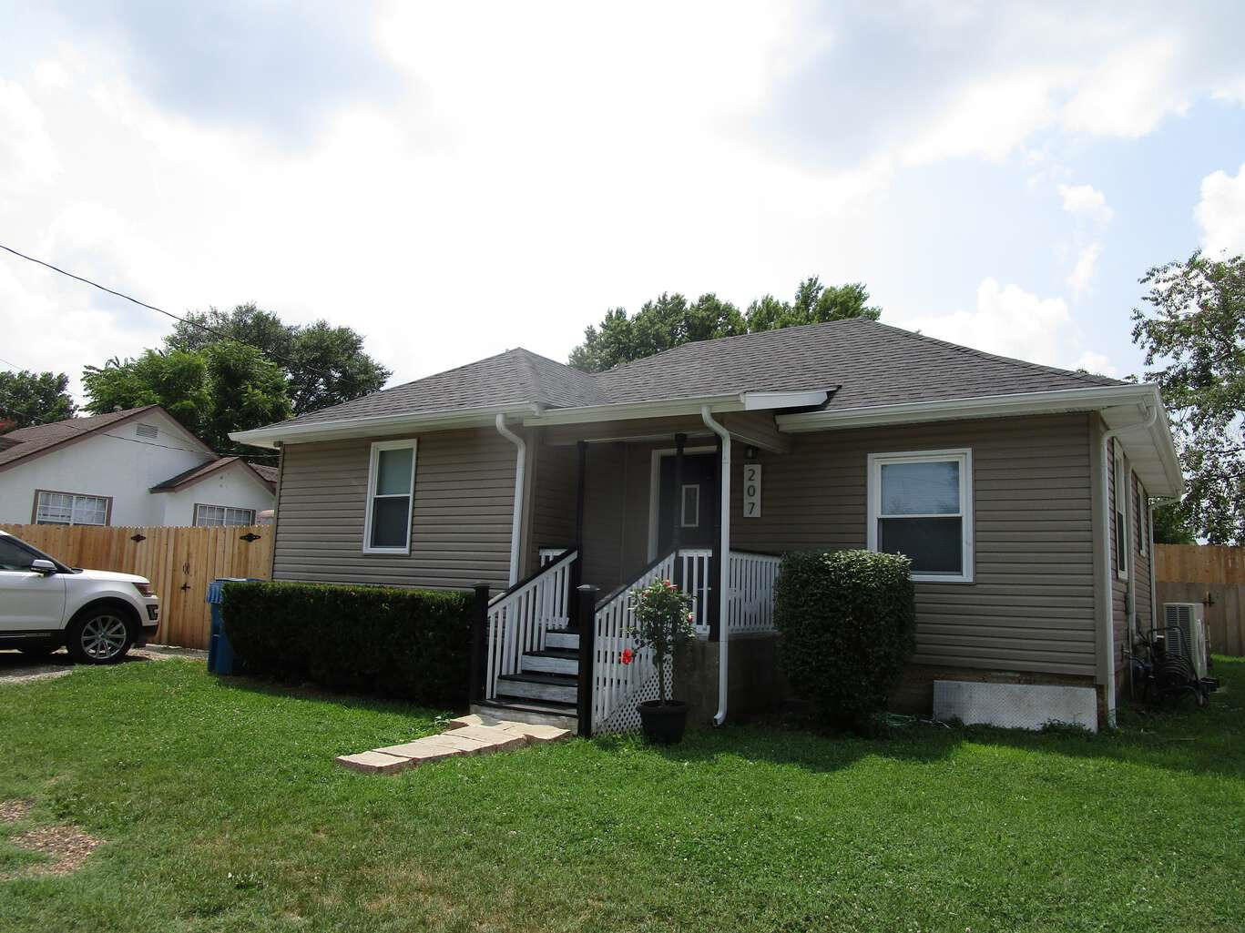 207 South Delaware Street Nixa, MO 65714