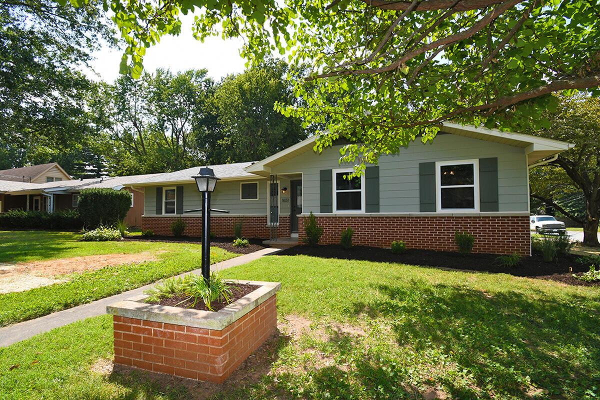 1651 South Roanoke Avenue Springfield, MO 65807