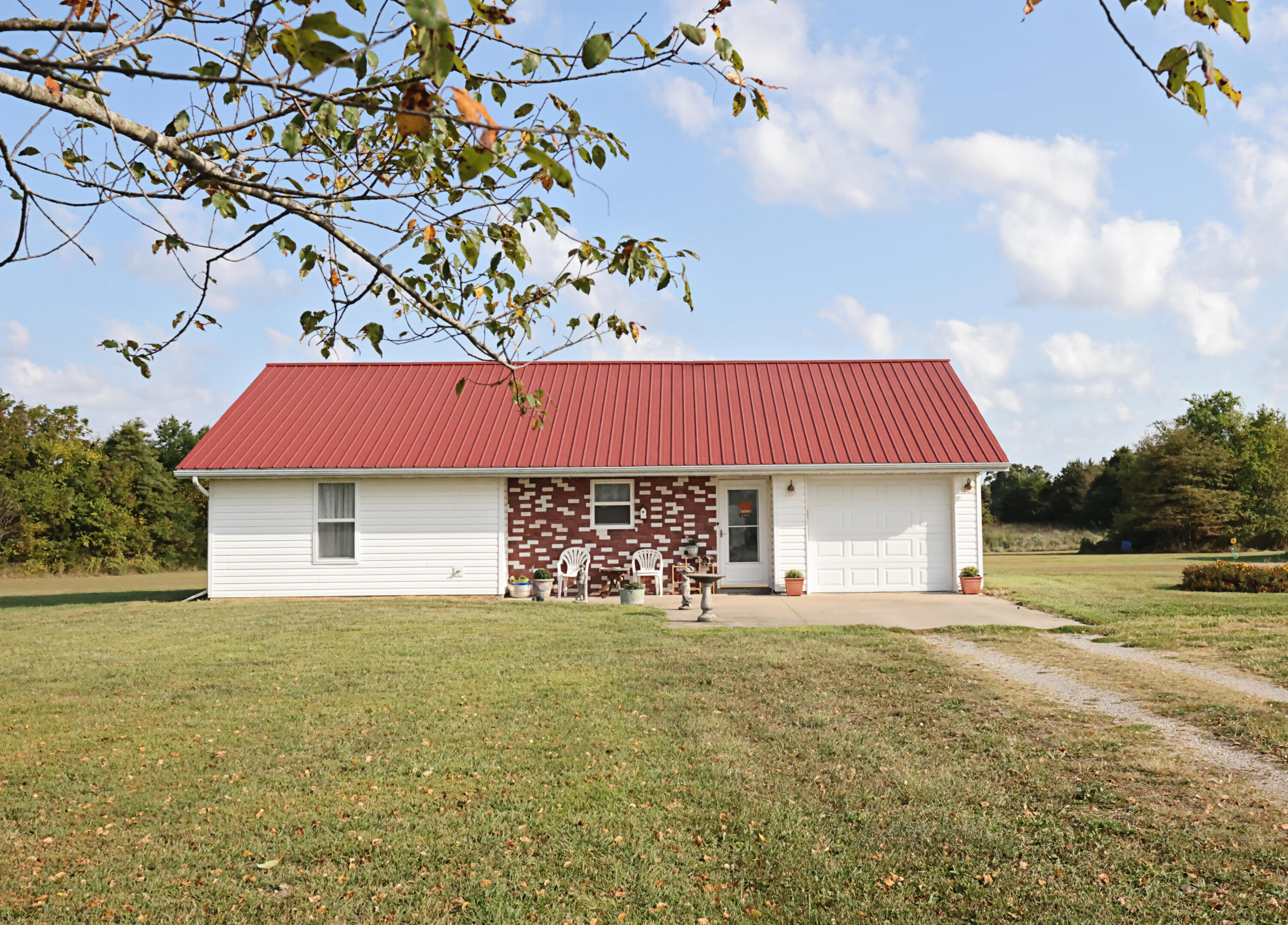 879 State Hwy Long Y Conway, MO 65632