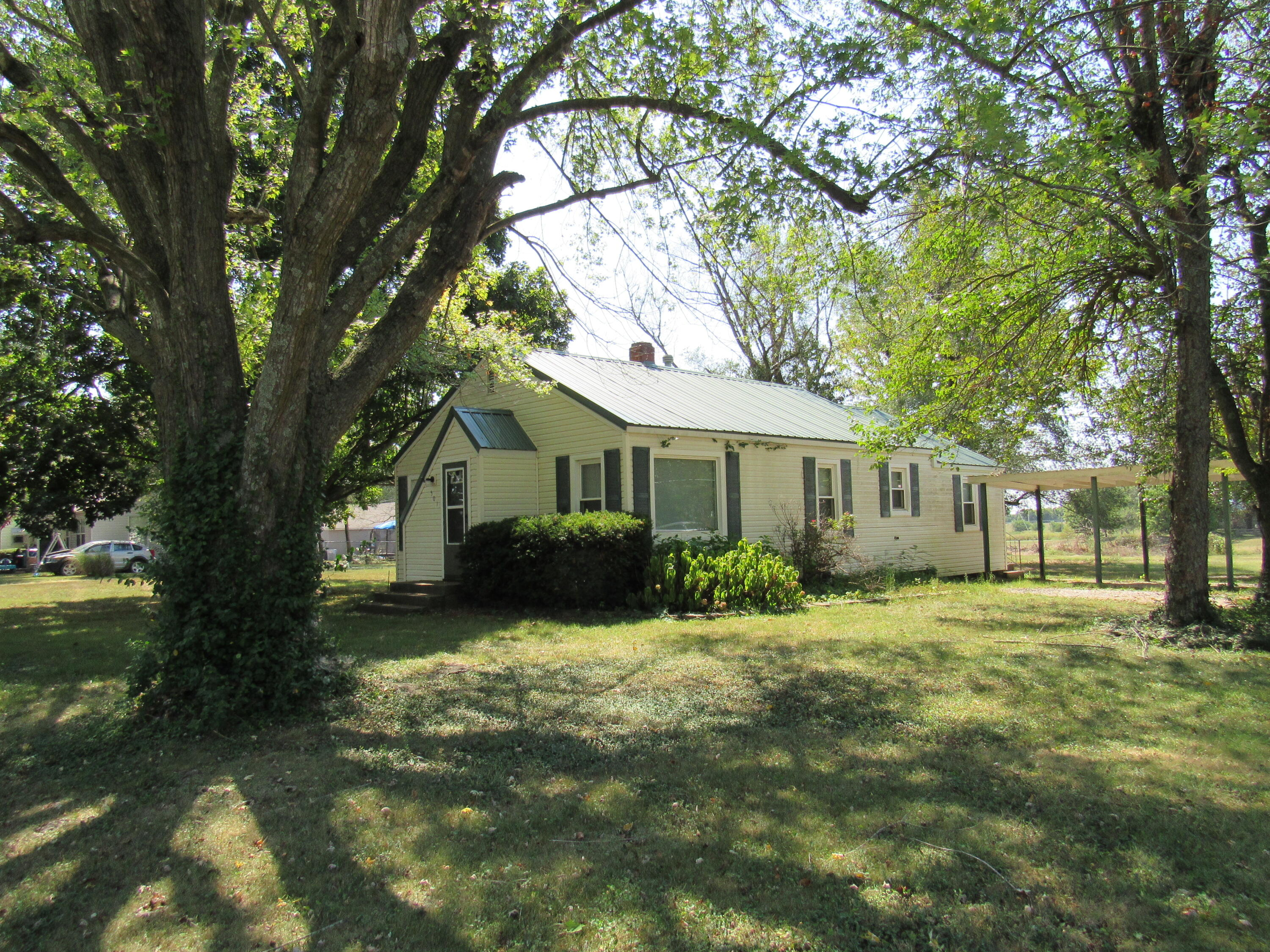 501 South Clarke Avenue Clever, MO 65631