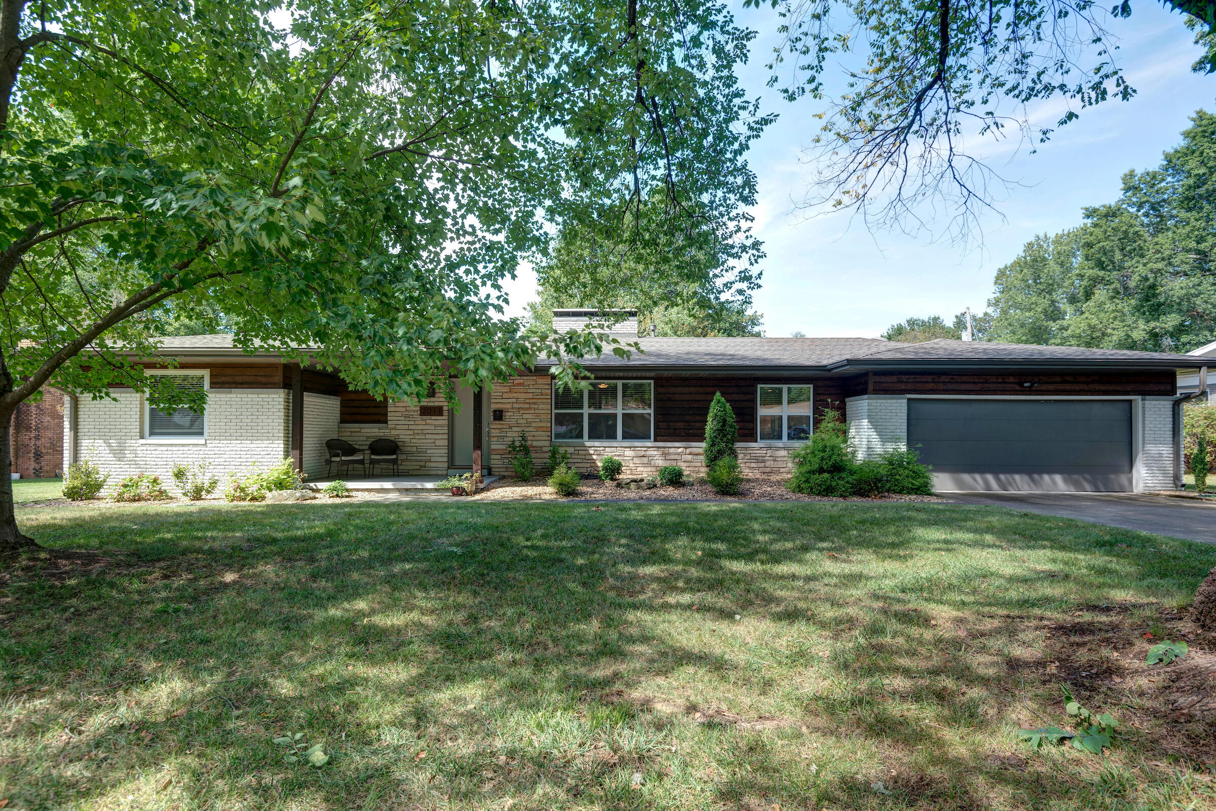 2011 South Meadowview Avenue Springfield, MO 65804