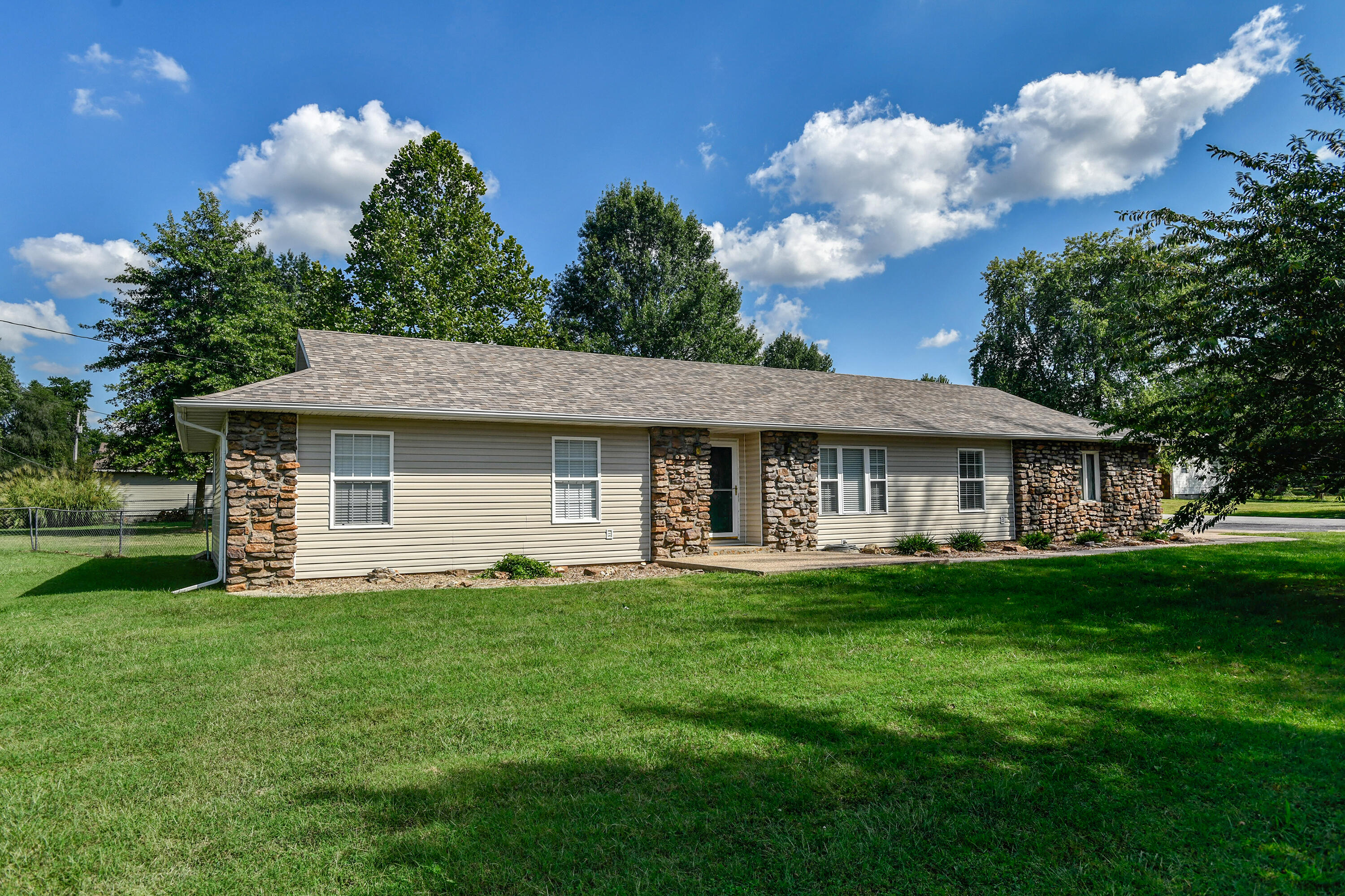 5228 South State Highway Ff Battlefield, MO 65619