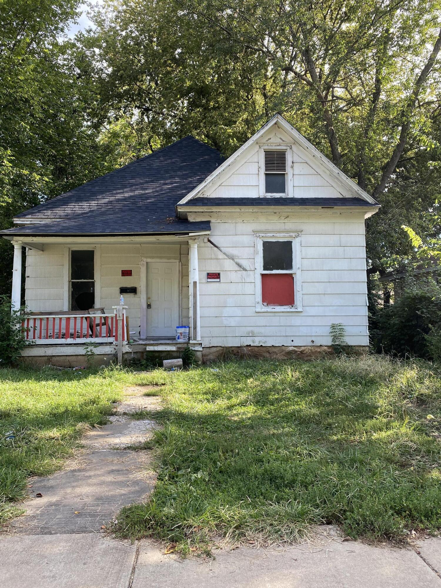1048 West Madison Street, Springfield, Missouri 65806