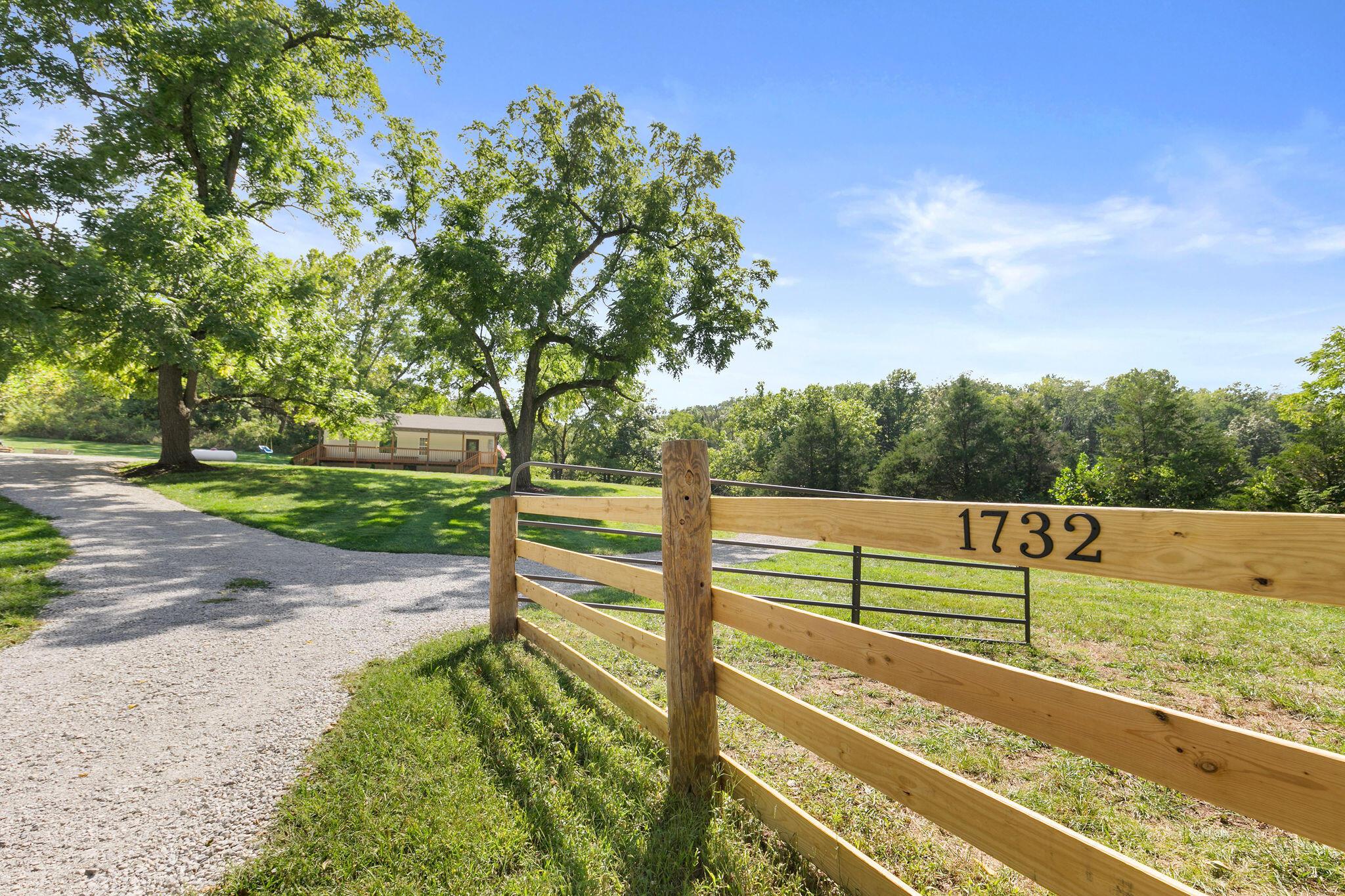 1732 Holt Woods Road Reeds Spring, MO 65737