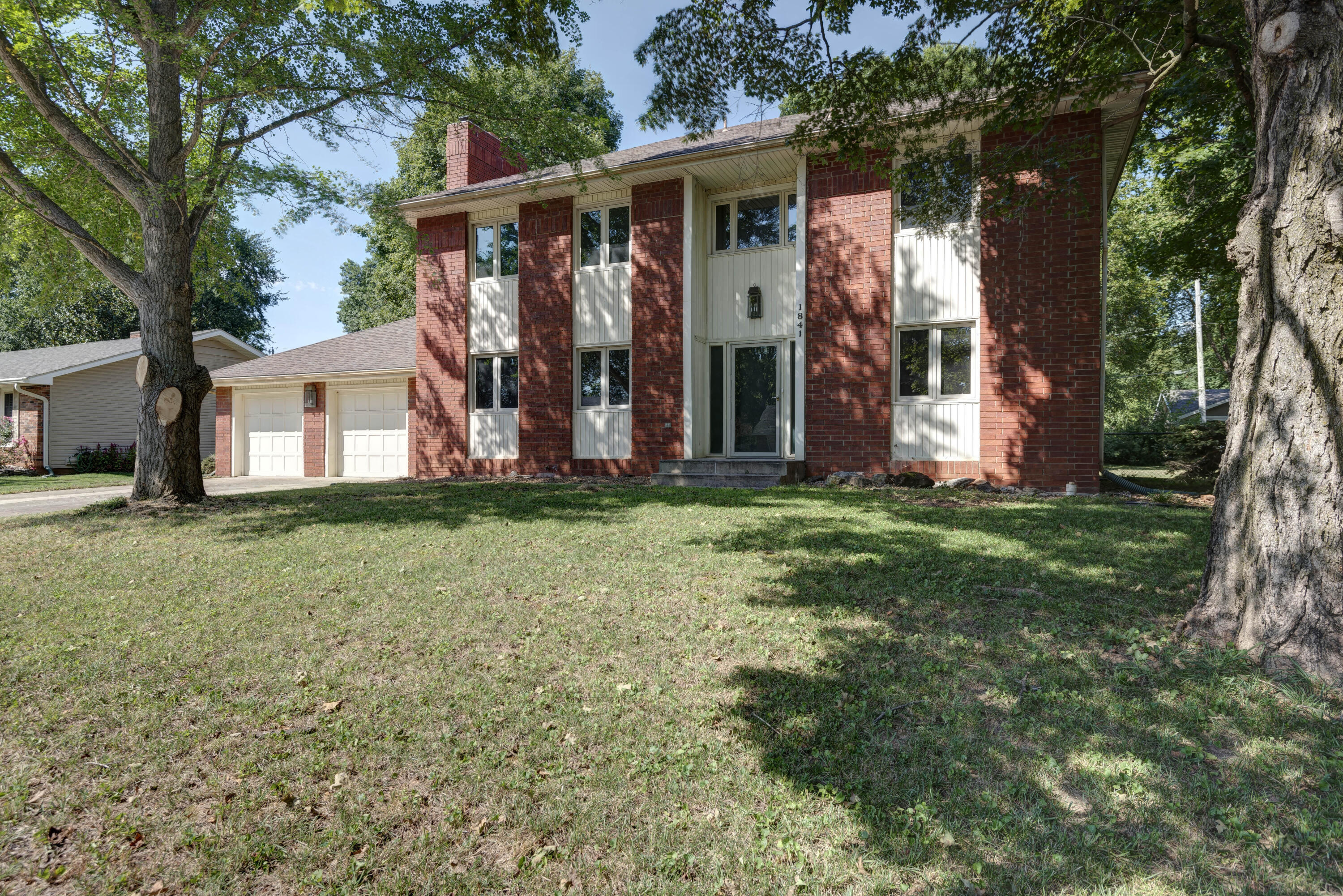 1841 East Vincent Street Springfield, MO 65804