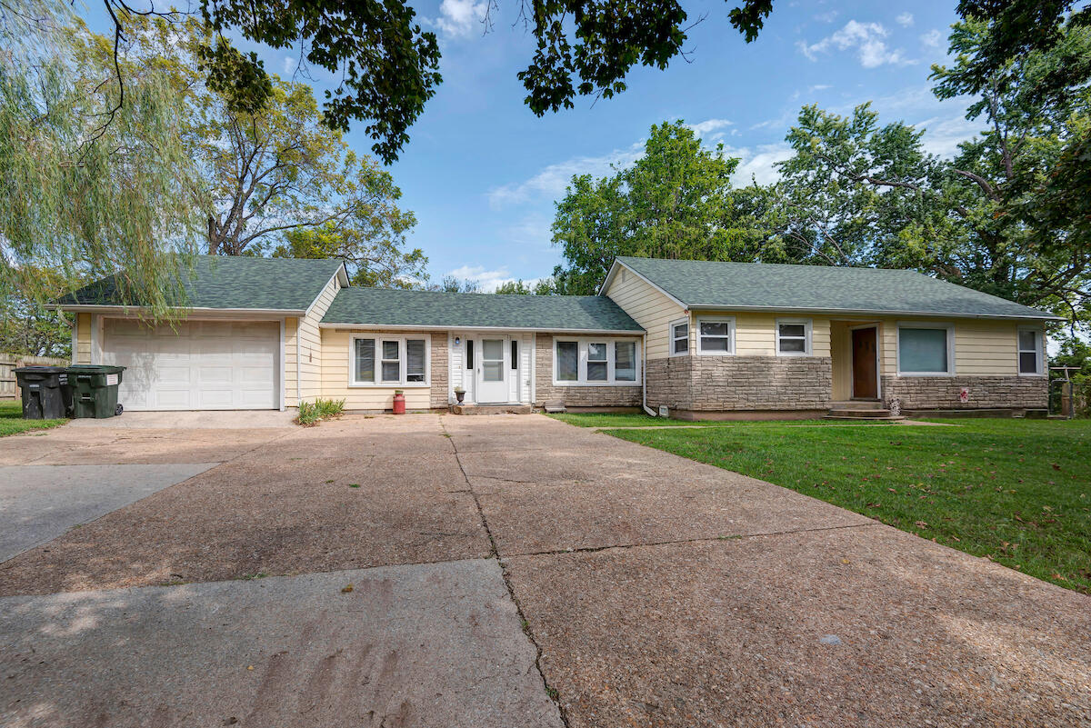 4224 Highway 83, Bolivar, Missouri 65613