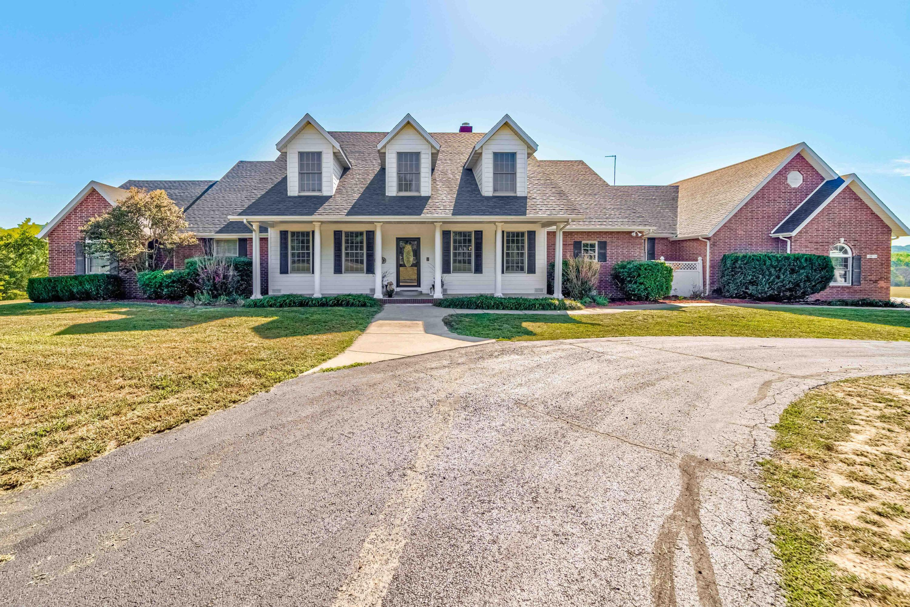 1074 Riverview Road Clever, MO 65631