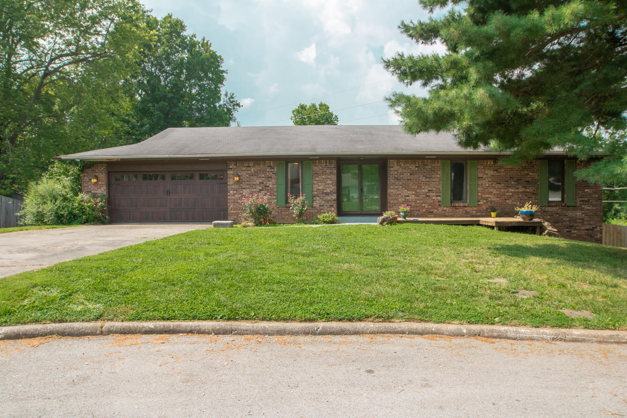 2742 East Imperial Circle Springfield, MO 65804
