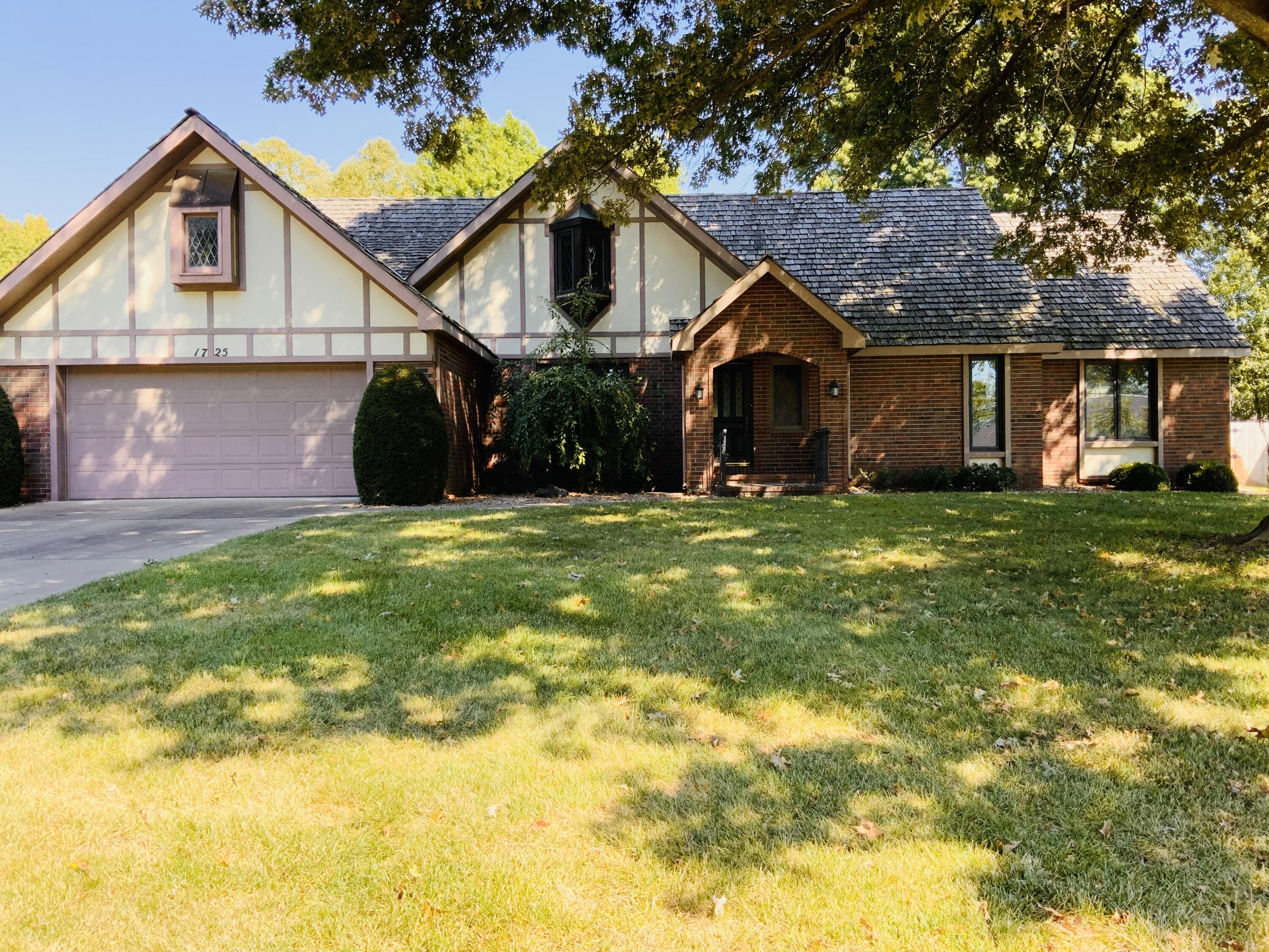 1725 East Vincent Drive Springfield, MO 65804